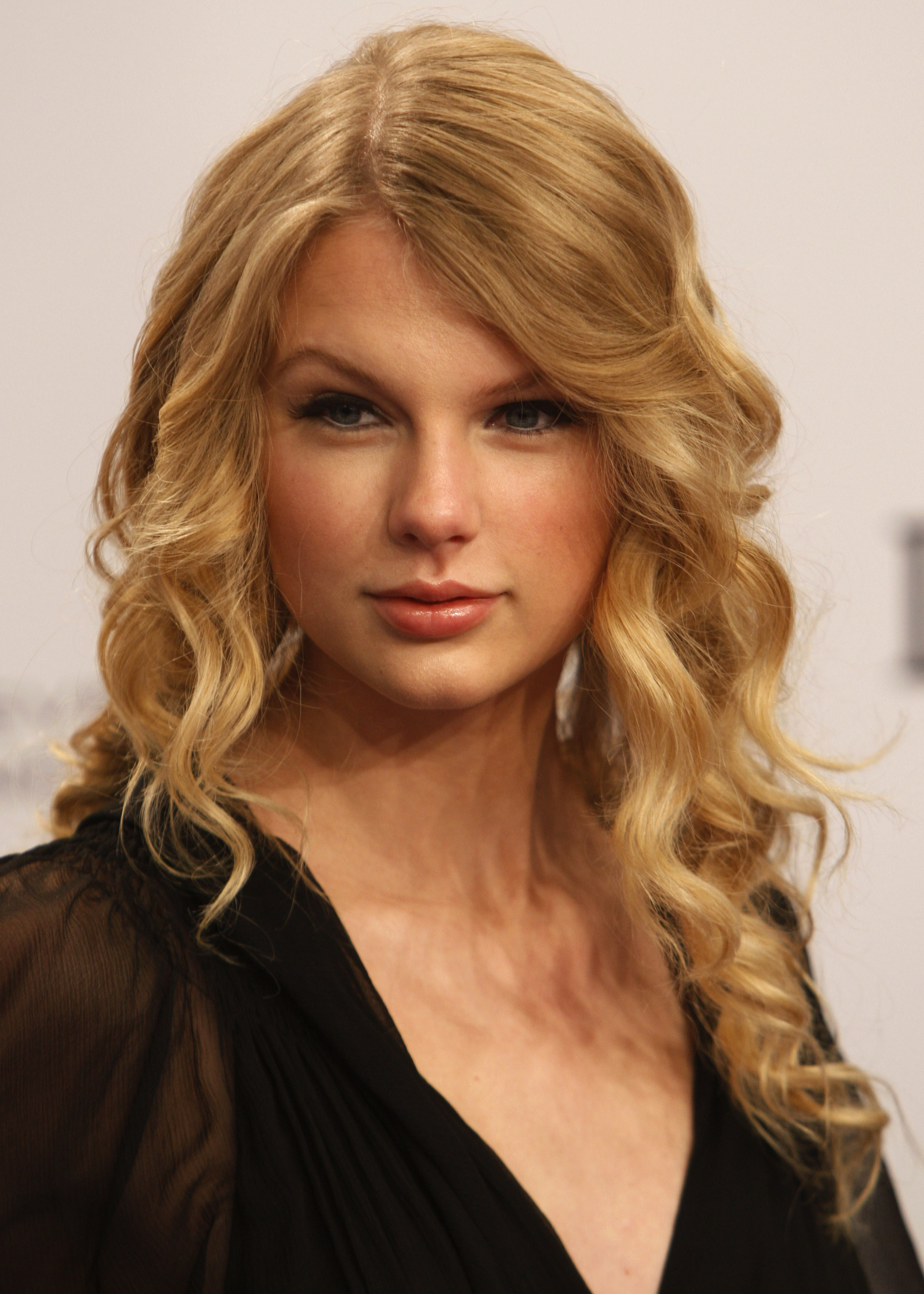 Practical Joking Country Pop Star Taylor Swift Sells Out