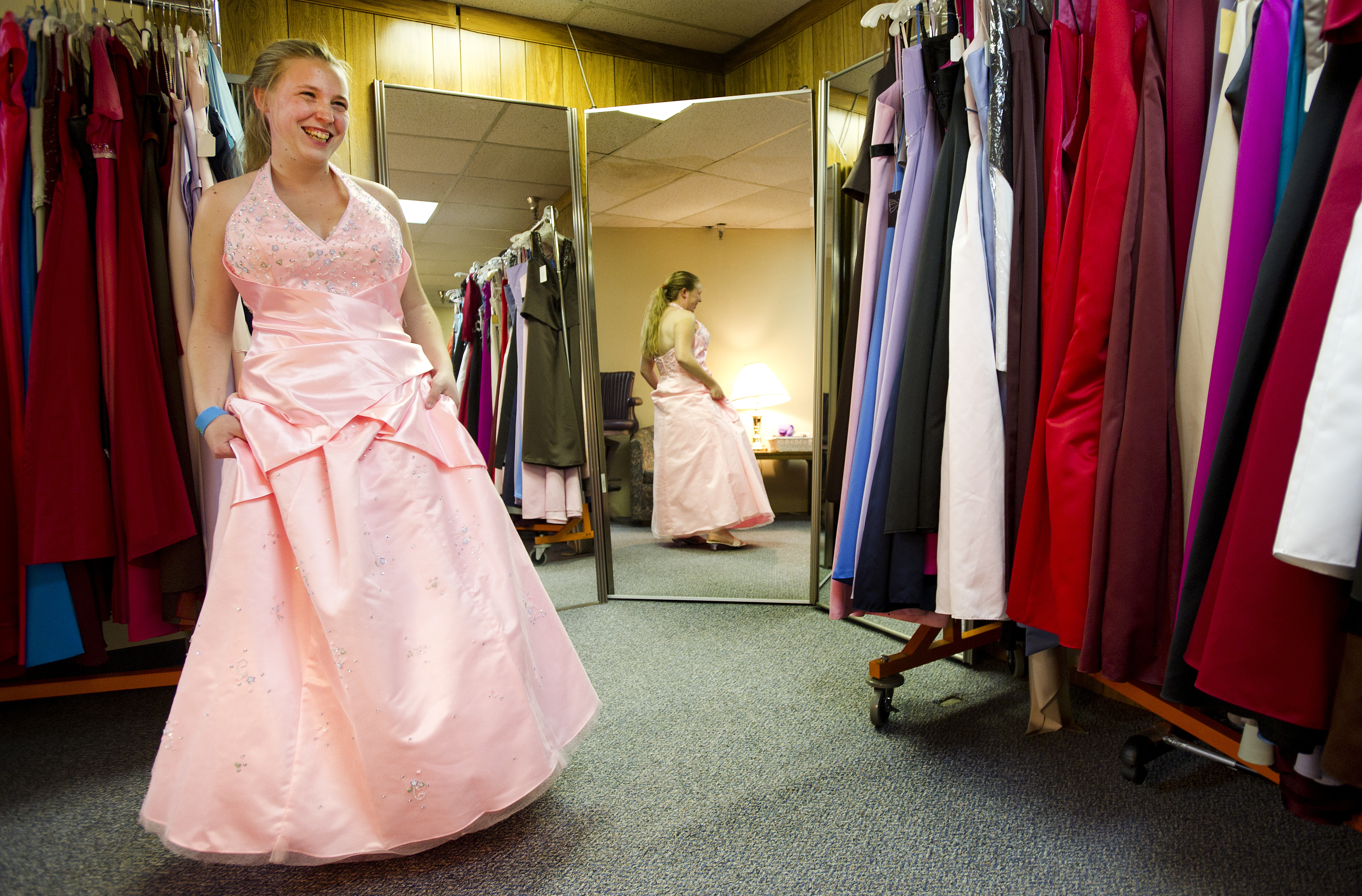 Nonprofit offers free prom gown of choice for special night ...
