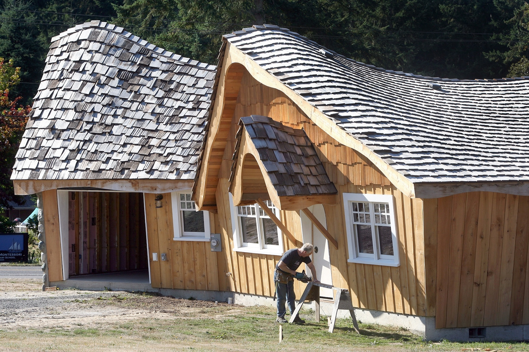 How To Build A Hobbit House Hobbit At For Humanity Man Builds Unconventional Cottage The