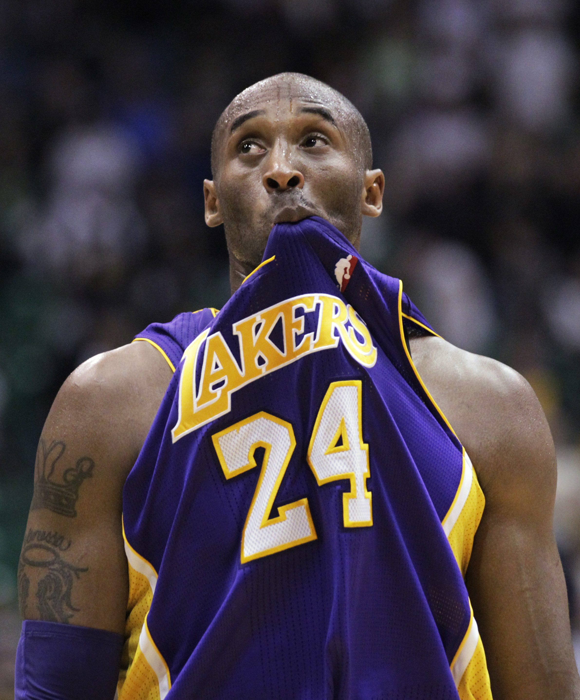 a52cd602541b Los Angeles guard Kobe Bryant has plenty to ponder as his Lakers fell to 1-