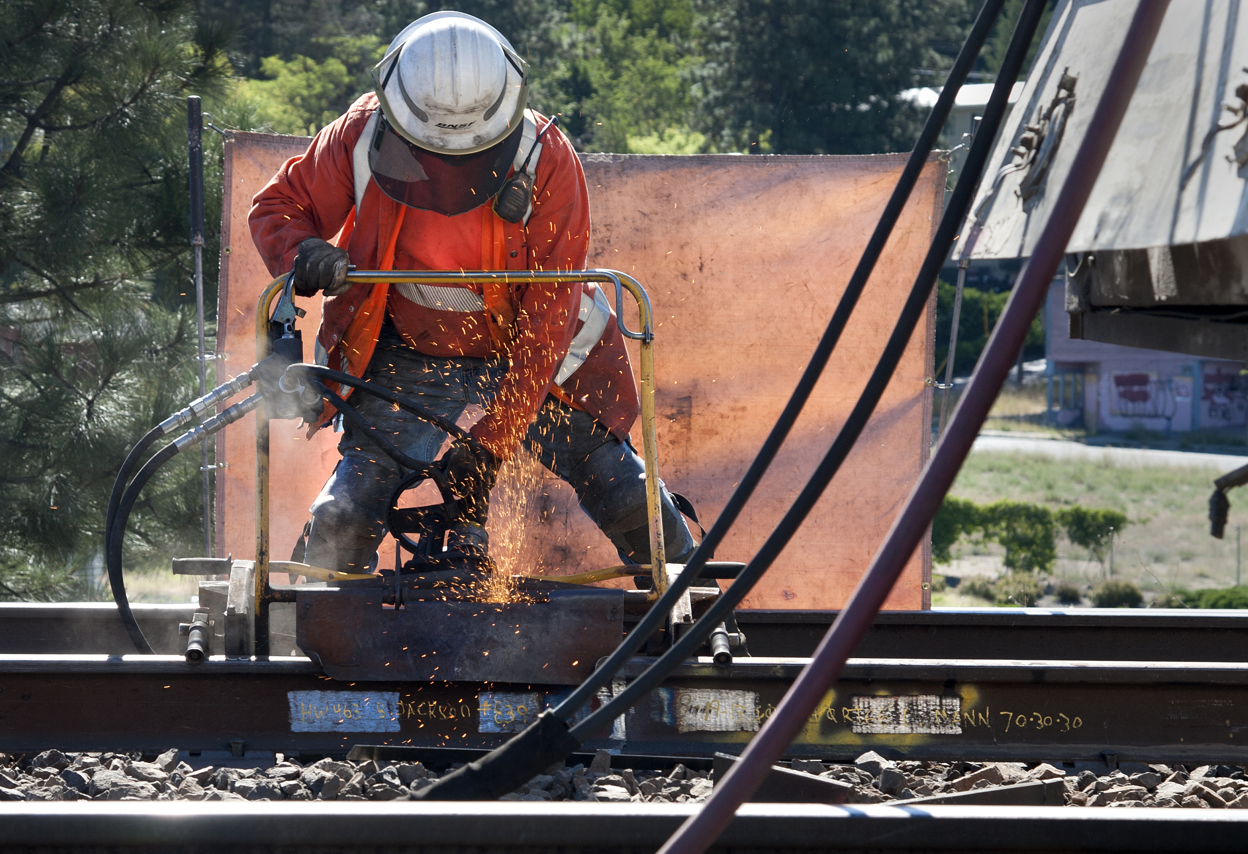BNSF workers repair, replace track on main lines   The