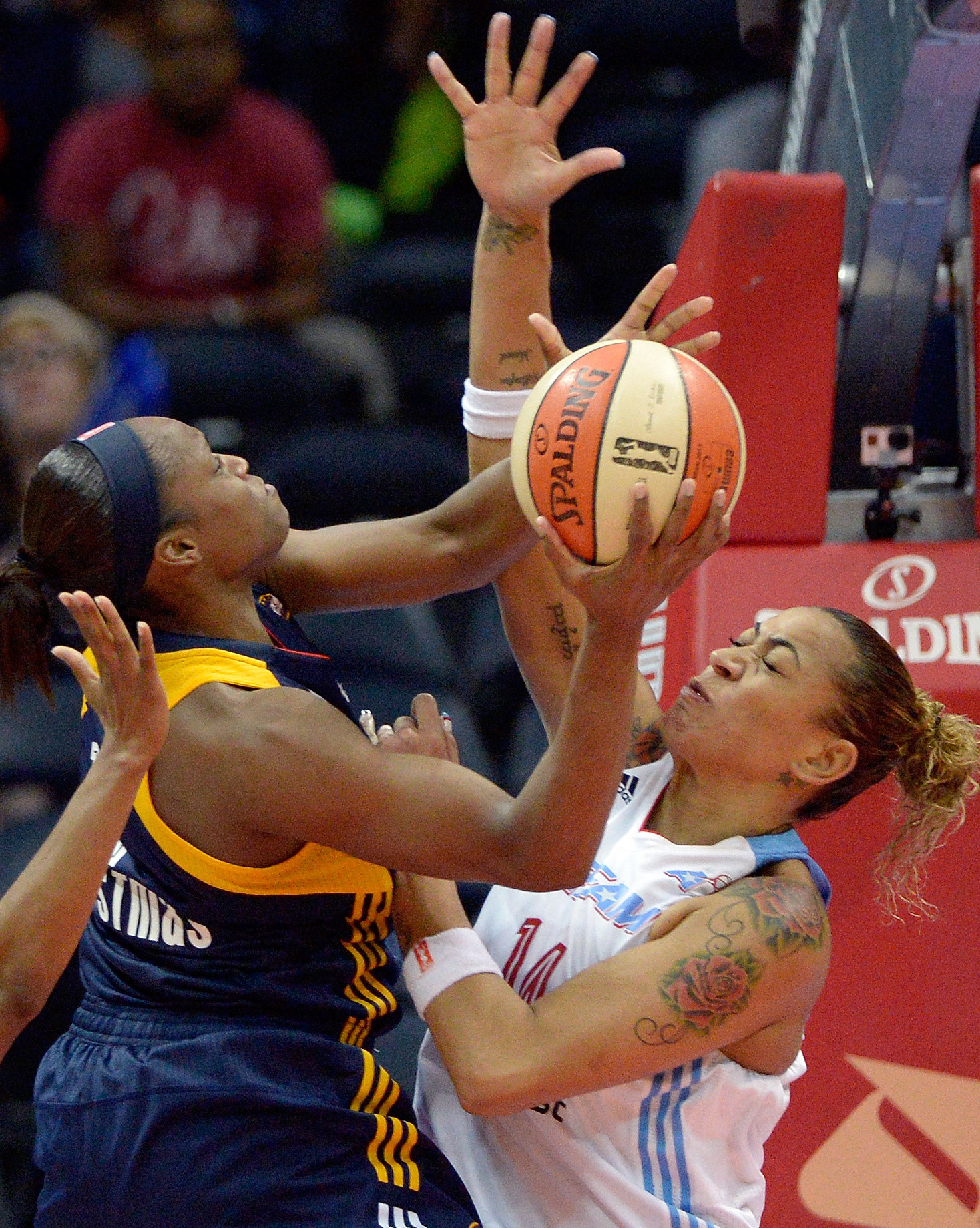 Hayes helps Dream hold off Fever | The Spokesman-Review