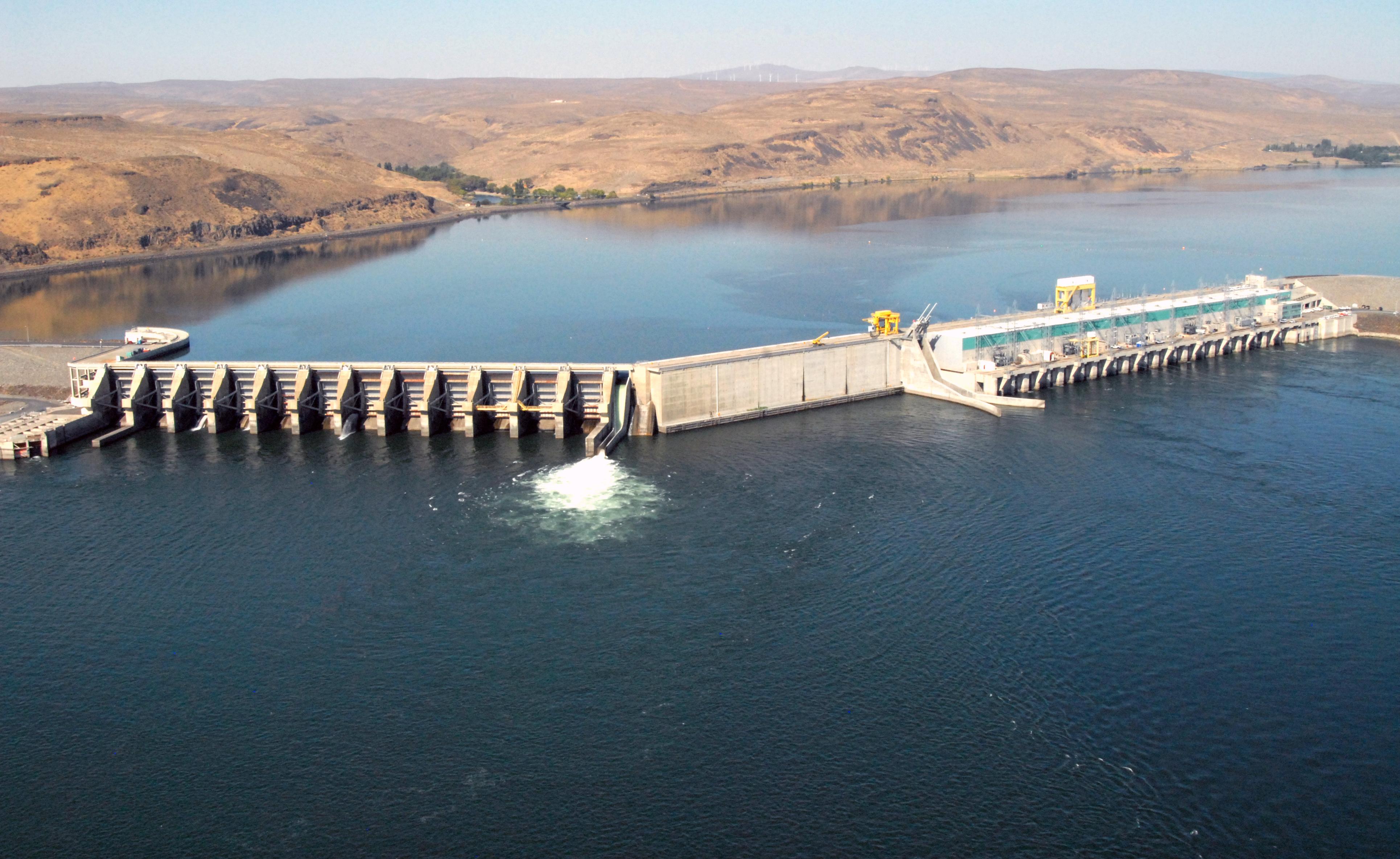 Wanapum Lake Dam Shows The Wanapum Dam on