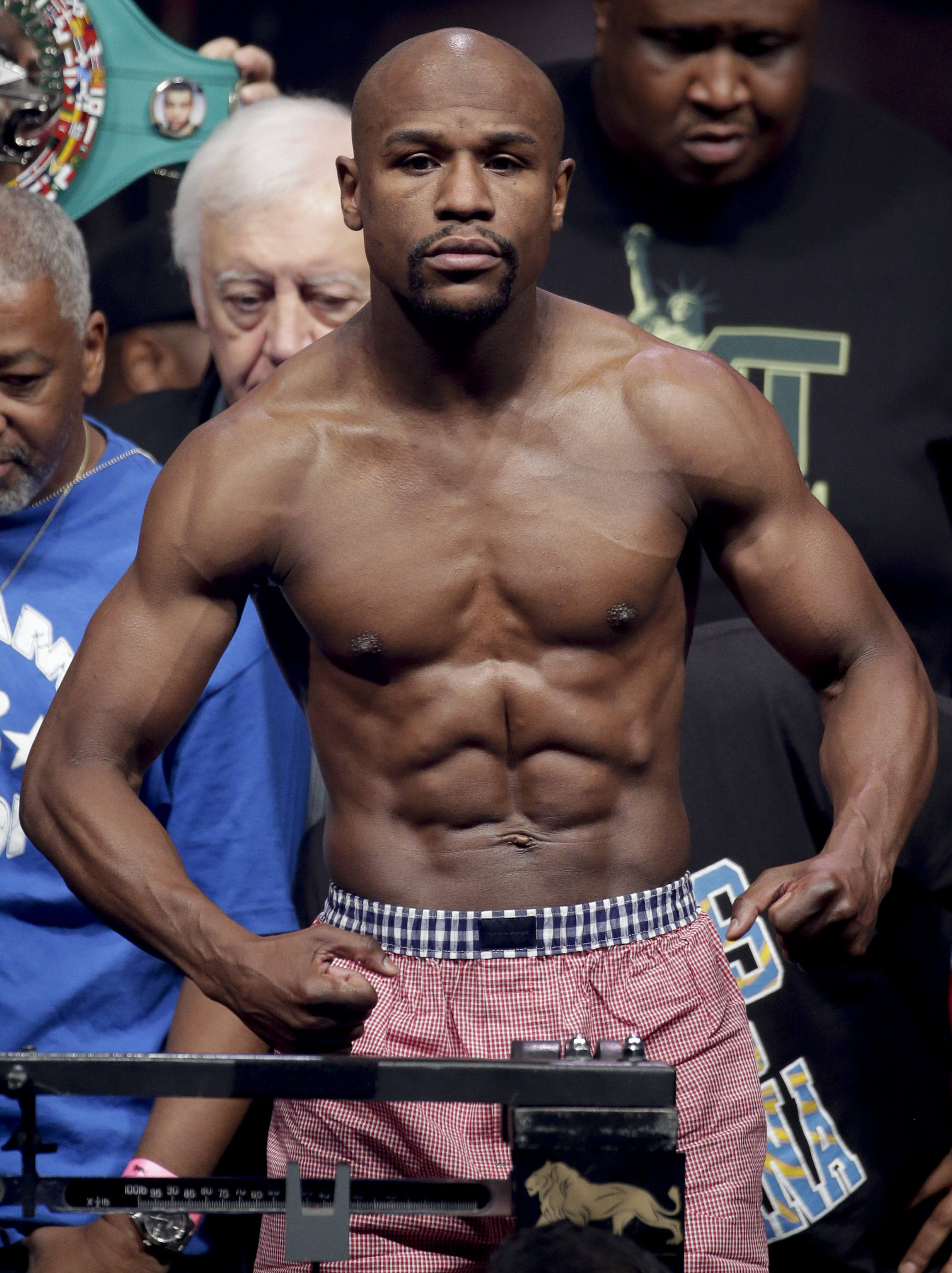floyd mayweather jr  wins a tough fight