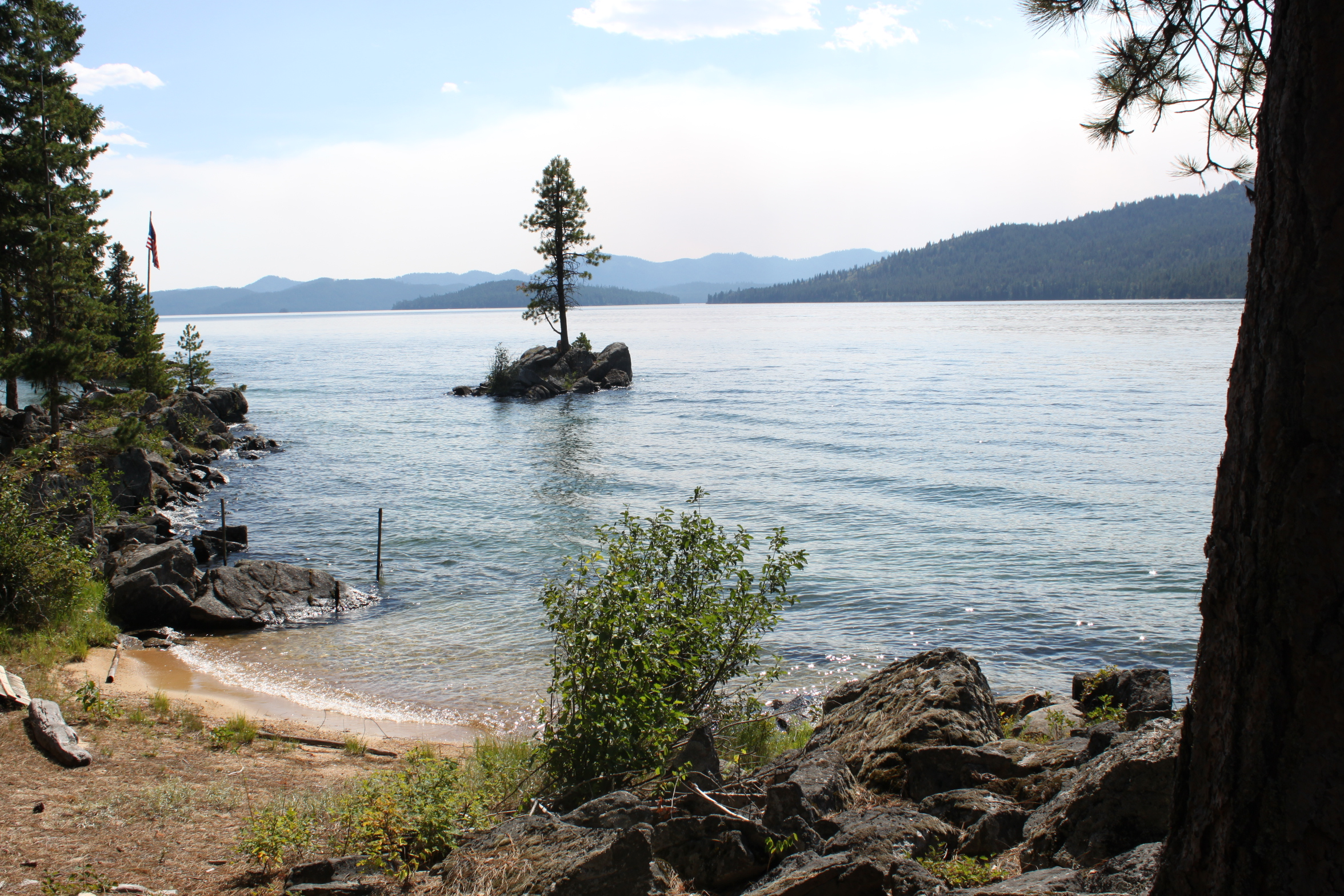 Idaho auctions off 8 priest lake cabin sites the for Lakefront cabins june lake