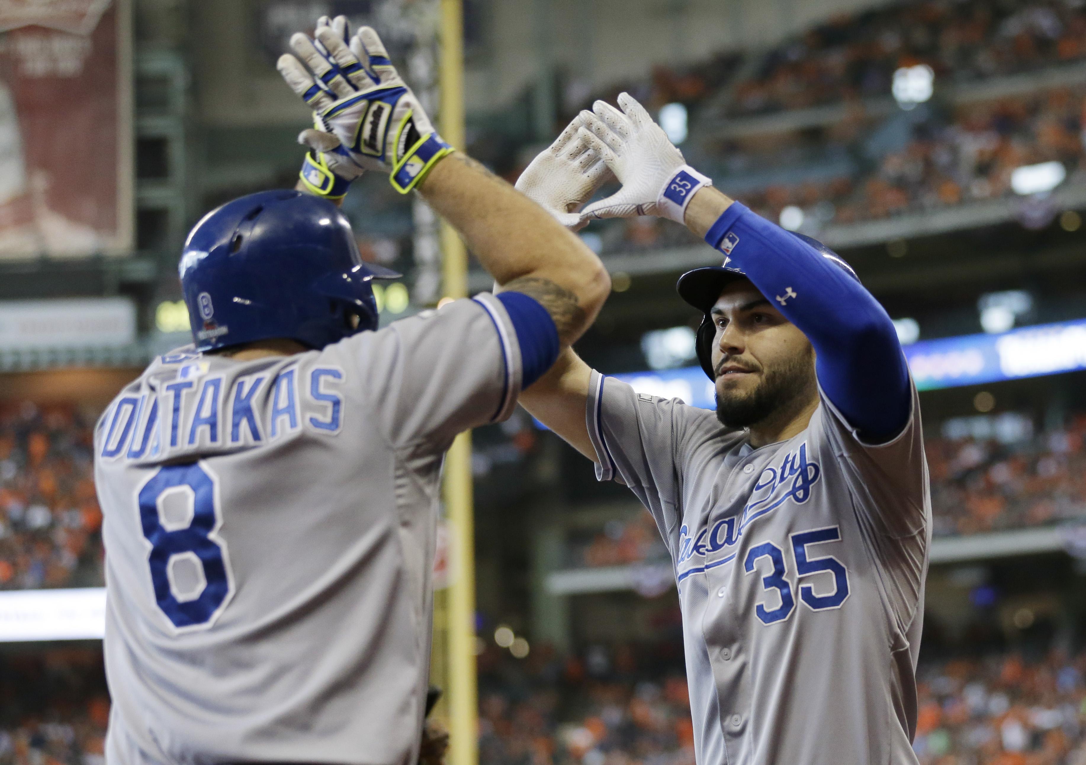 Royals rally on Carlos Correa's error, beat Astros 9-6 to