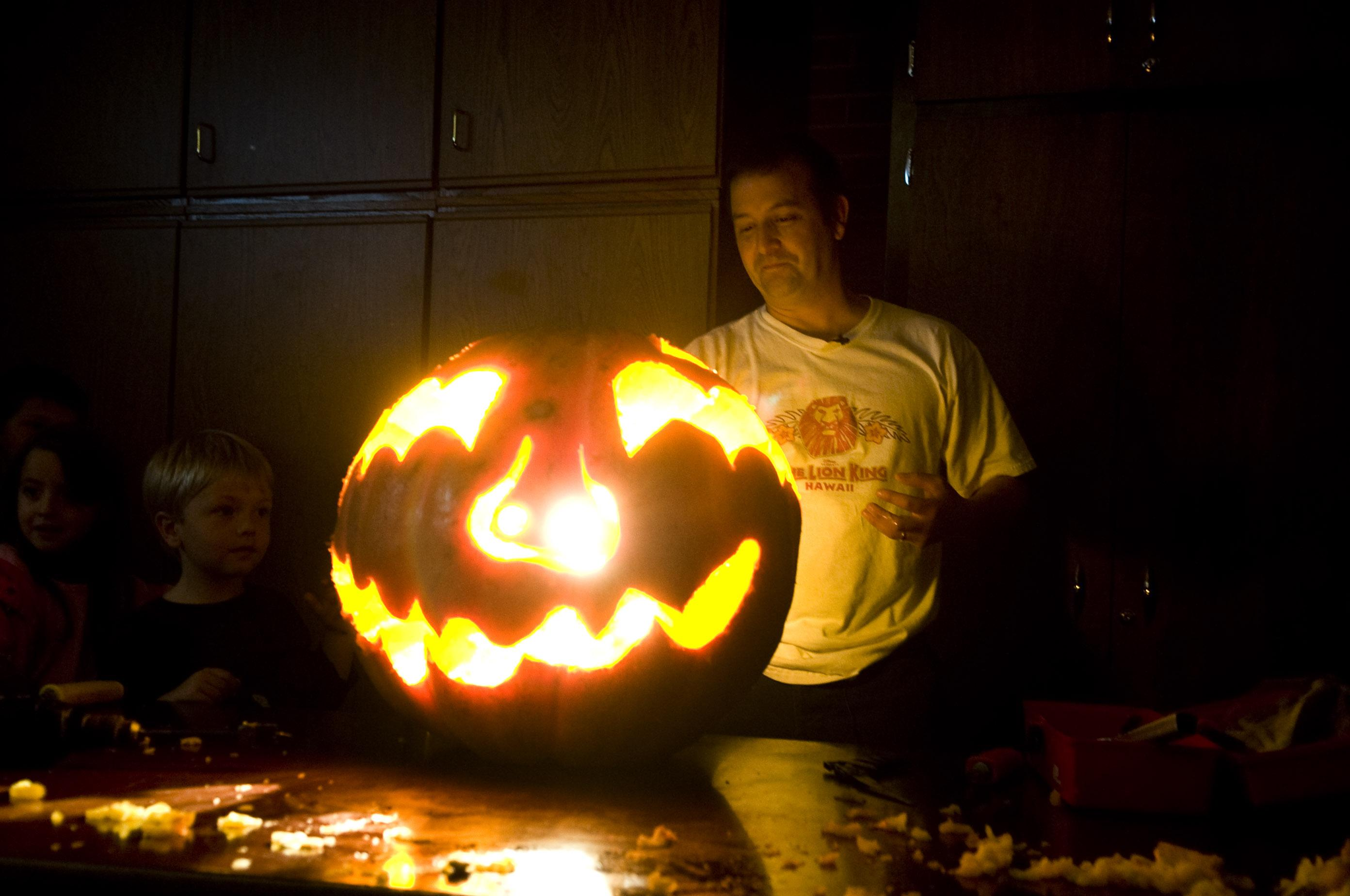 Doug Clark: Help Chewelah break jack-o'-lantern record, and don't ...