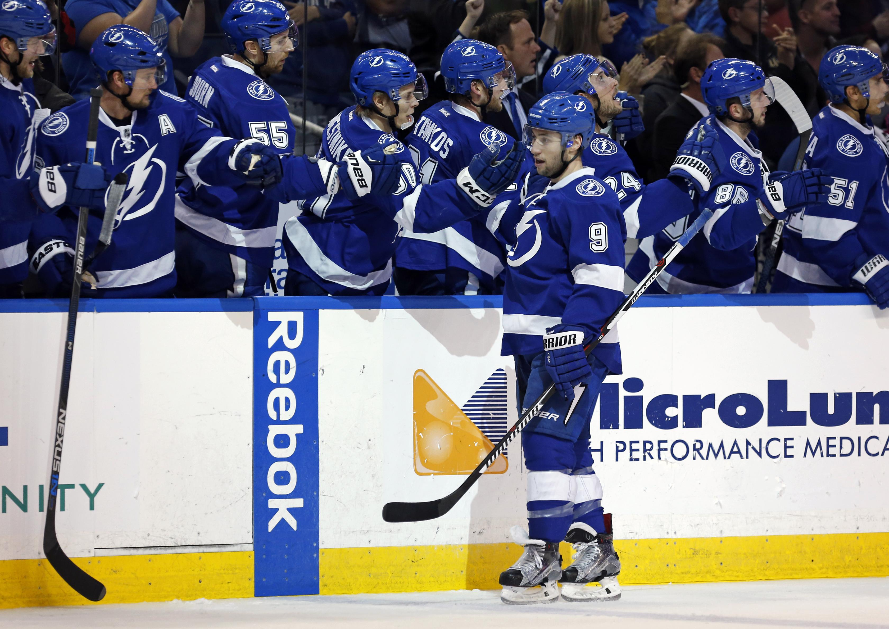 lightning s tyler johnson leaves game after first period the