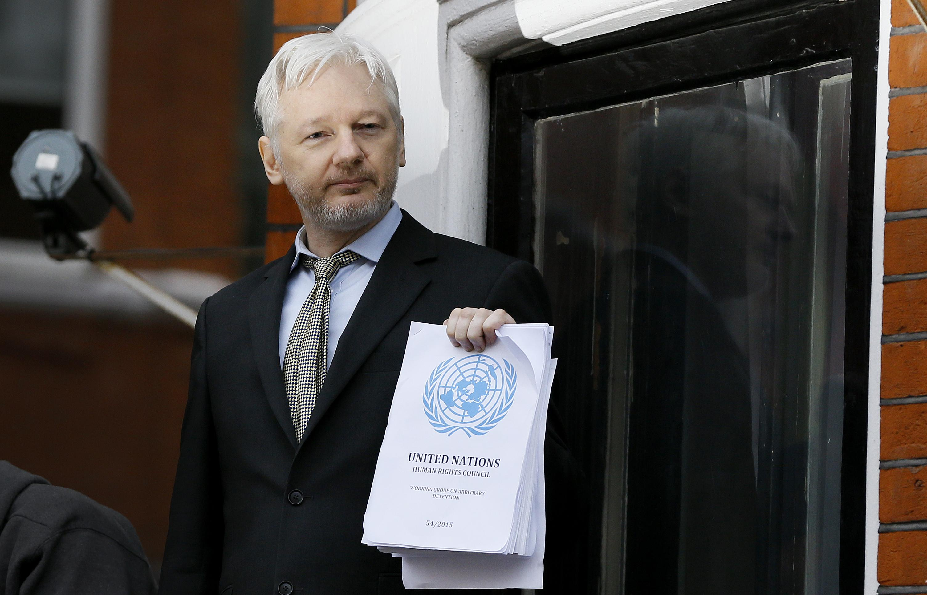 Julian assange claims total vindication with u n panel for Julian balcony
