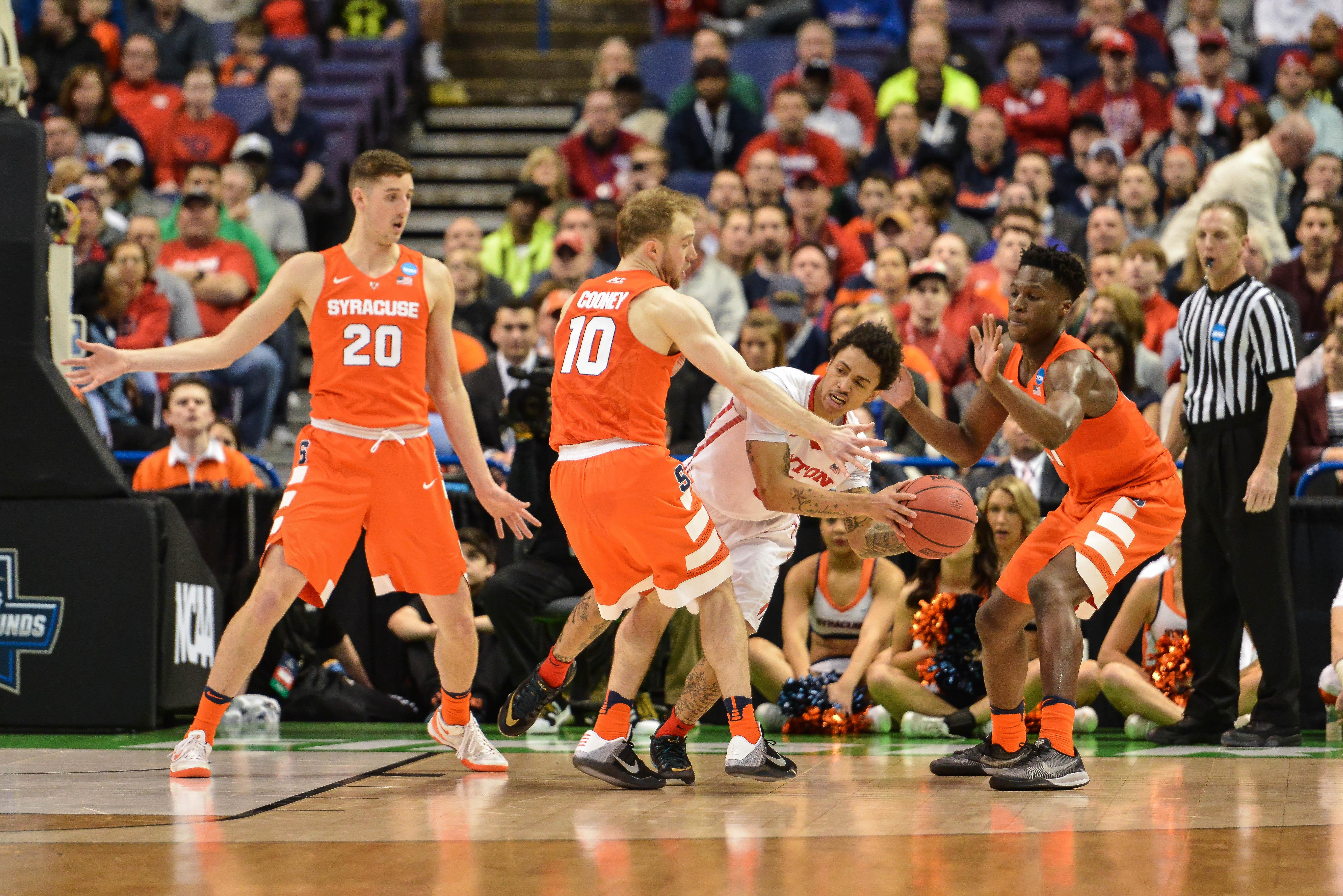 Famed Syracuse 2 3 Zone Defense Gives Opponents Fits The Spokesman