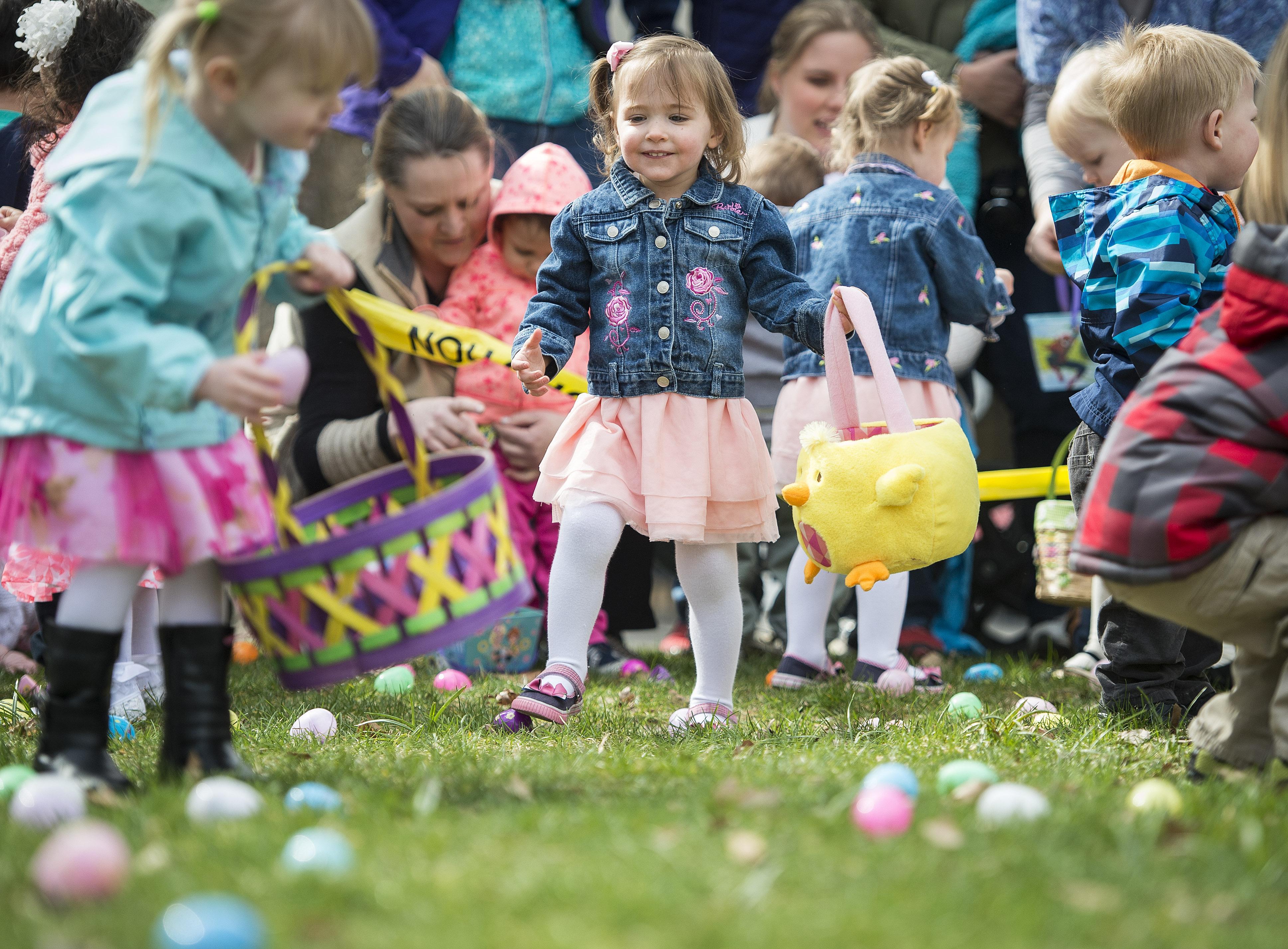 Hundreds gather for Riverfront Park Easter egg hunt | The ...