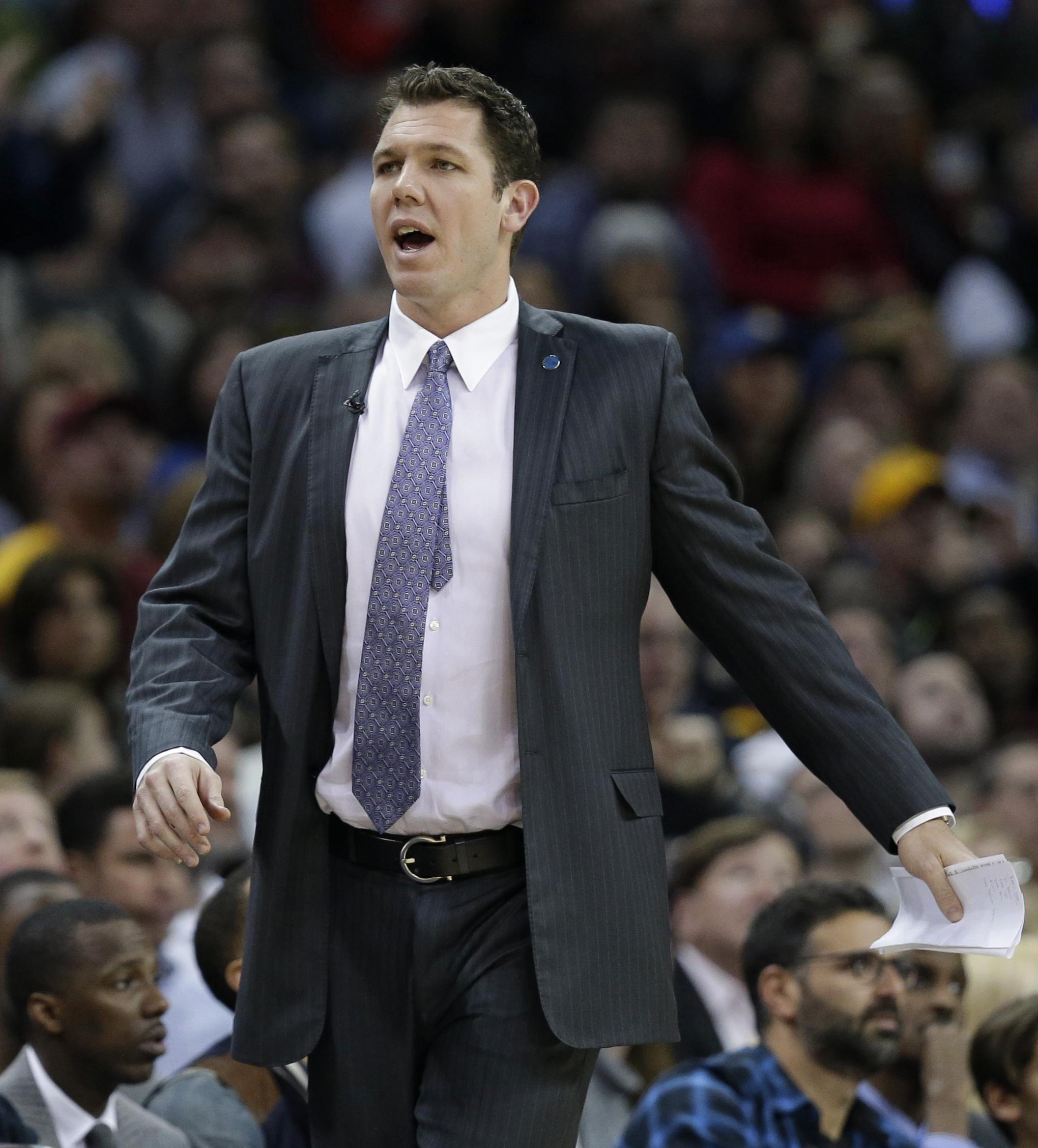 Lakers hire Warriors assistant Luke Walton as head coach ...