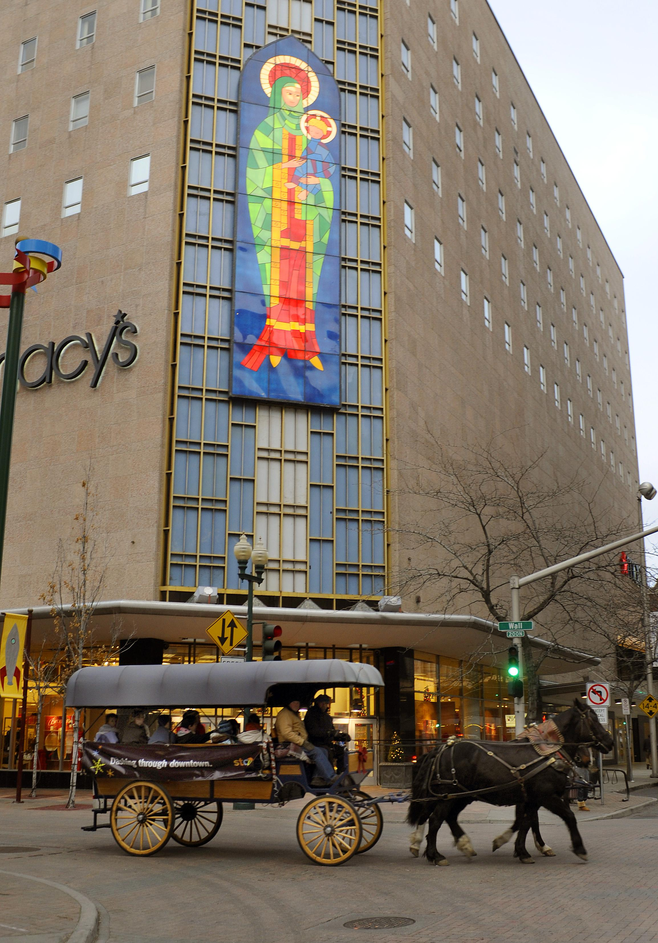 the madonna on macys was created in 1957 and remodeled in 1973 is a holiday tradition - Is Macys Open On Christmas