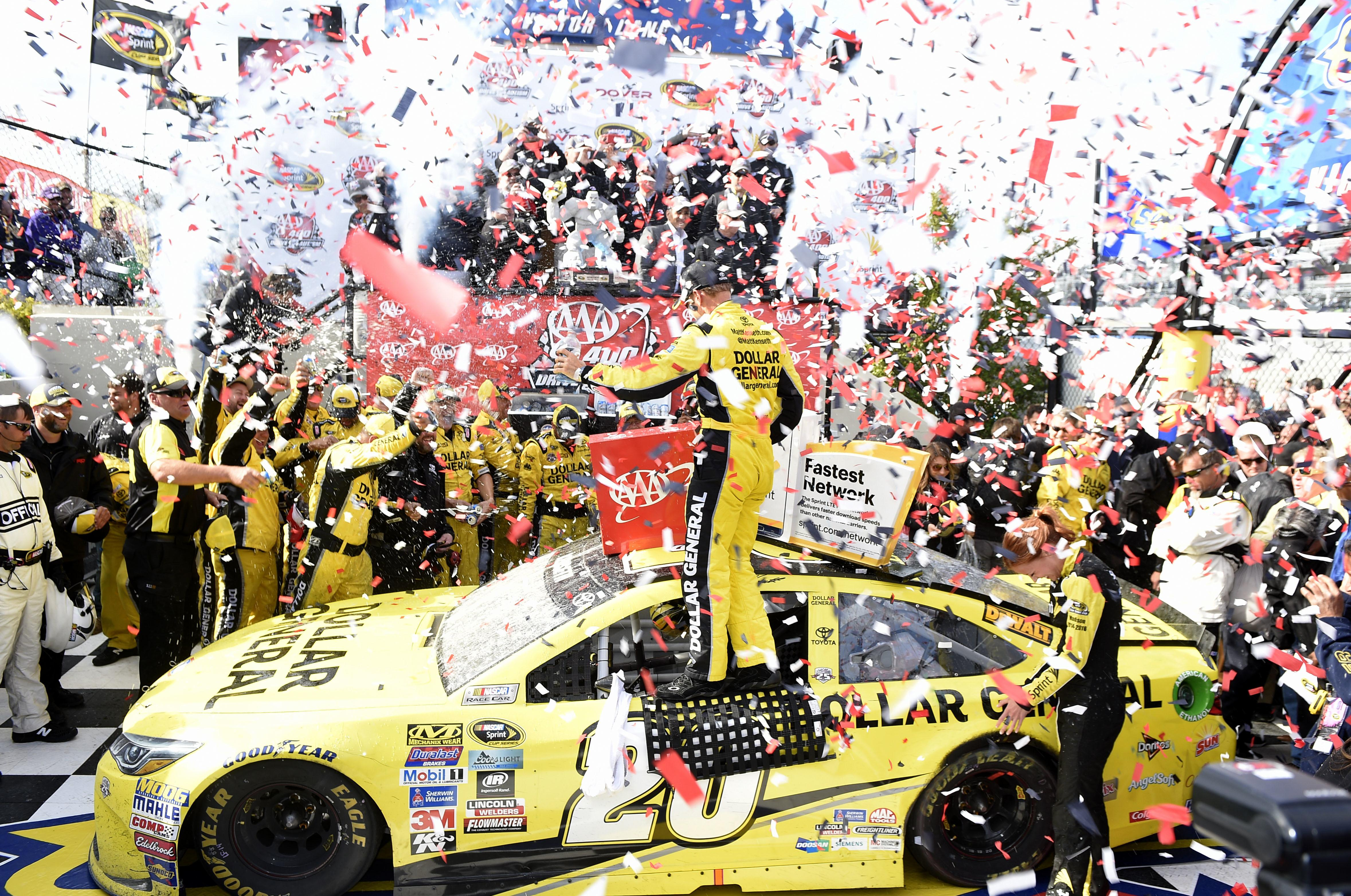 Kenseth holds off Larson for thrilling victory at Dover | The ...