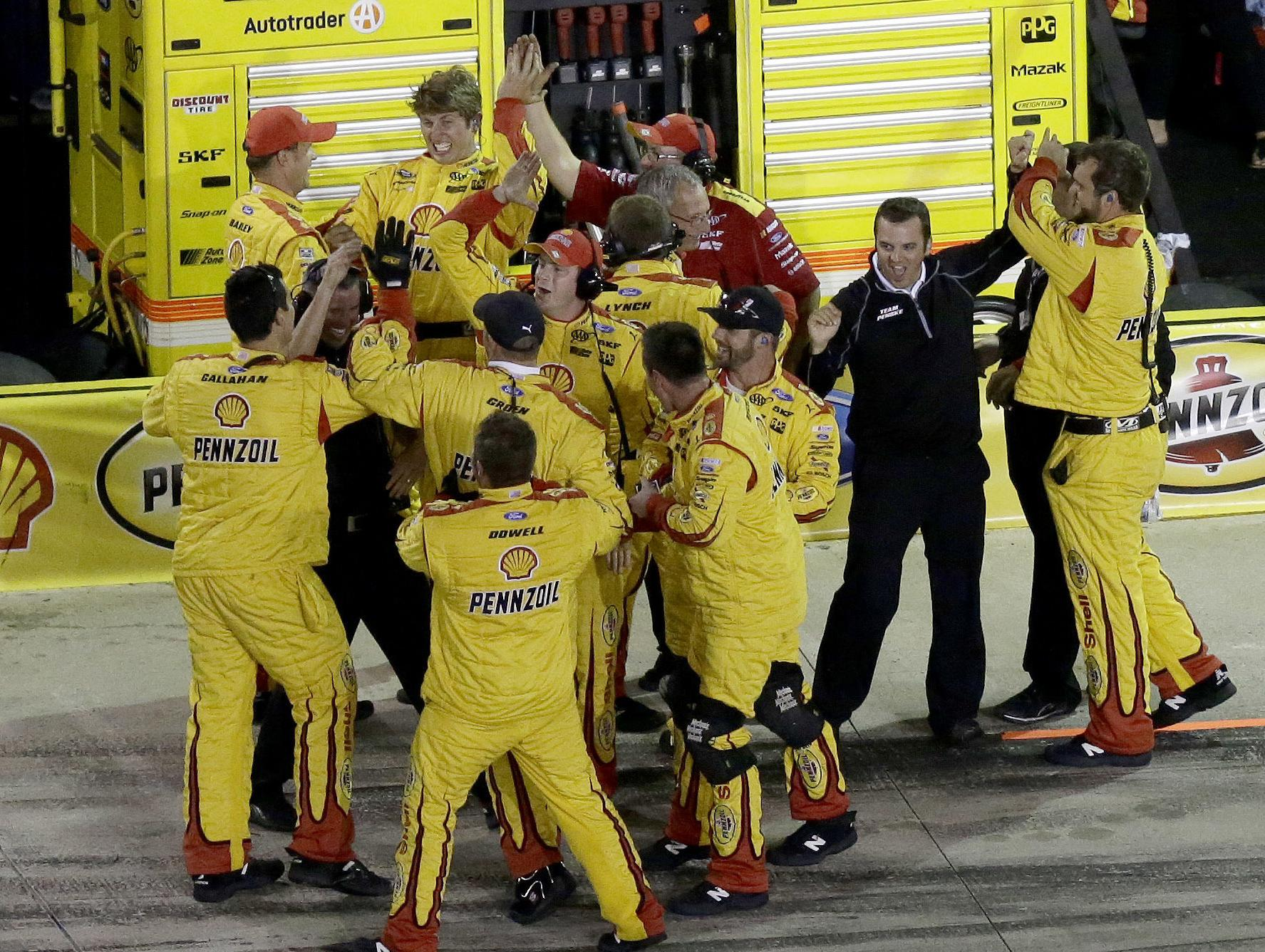 Logano wins All Star race after taking lead with 2 laps to