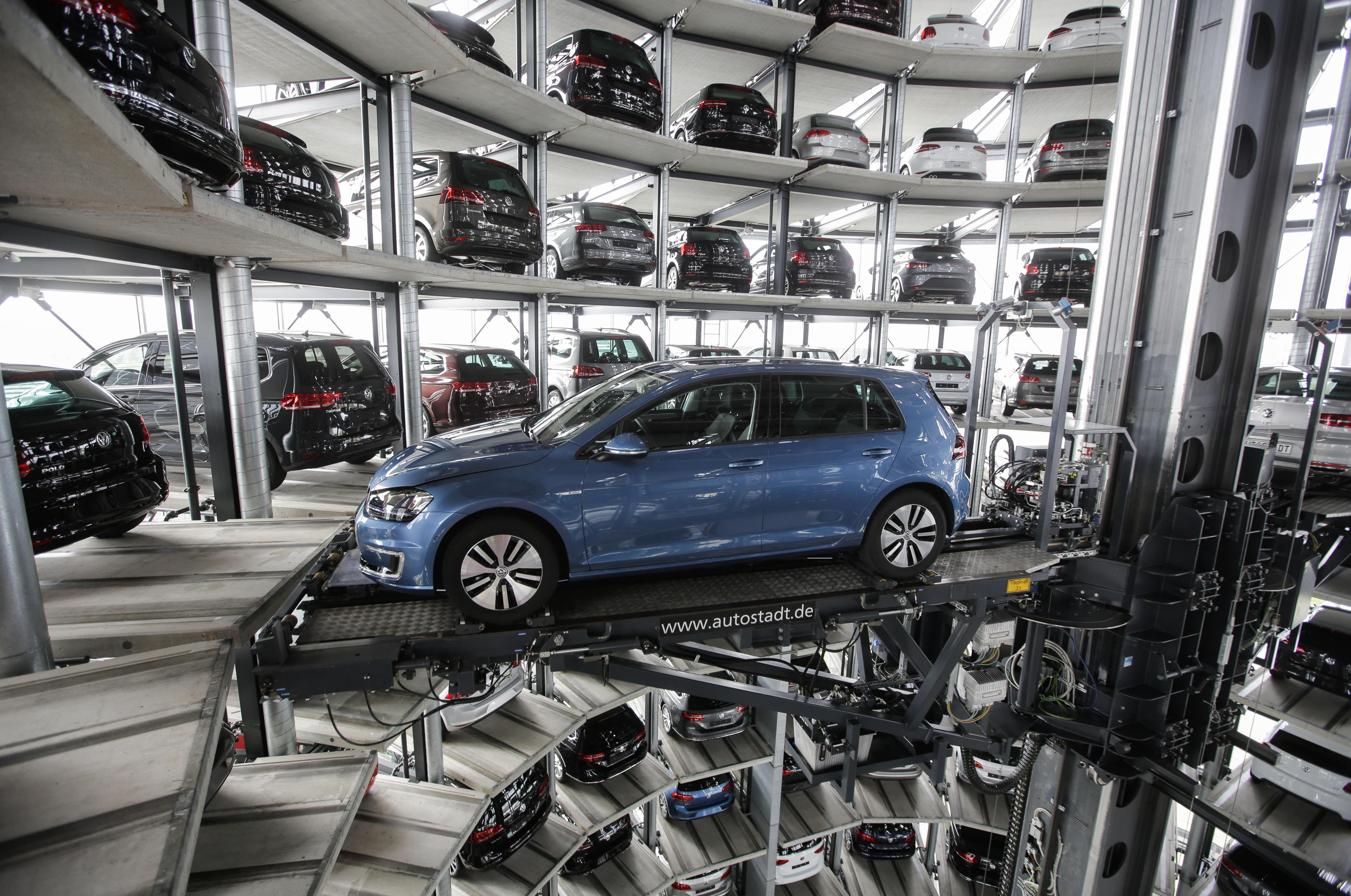 scandal-hit volkswagen makes profit despite scandal | the