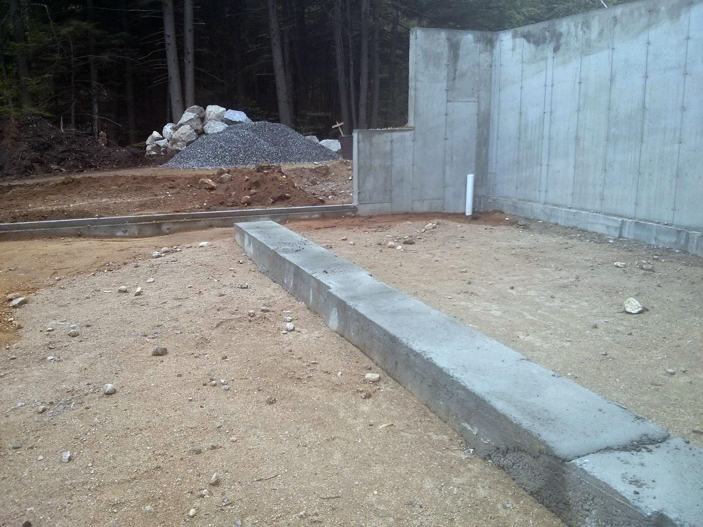 how to build a concrete block wall footing