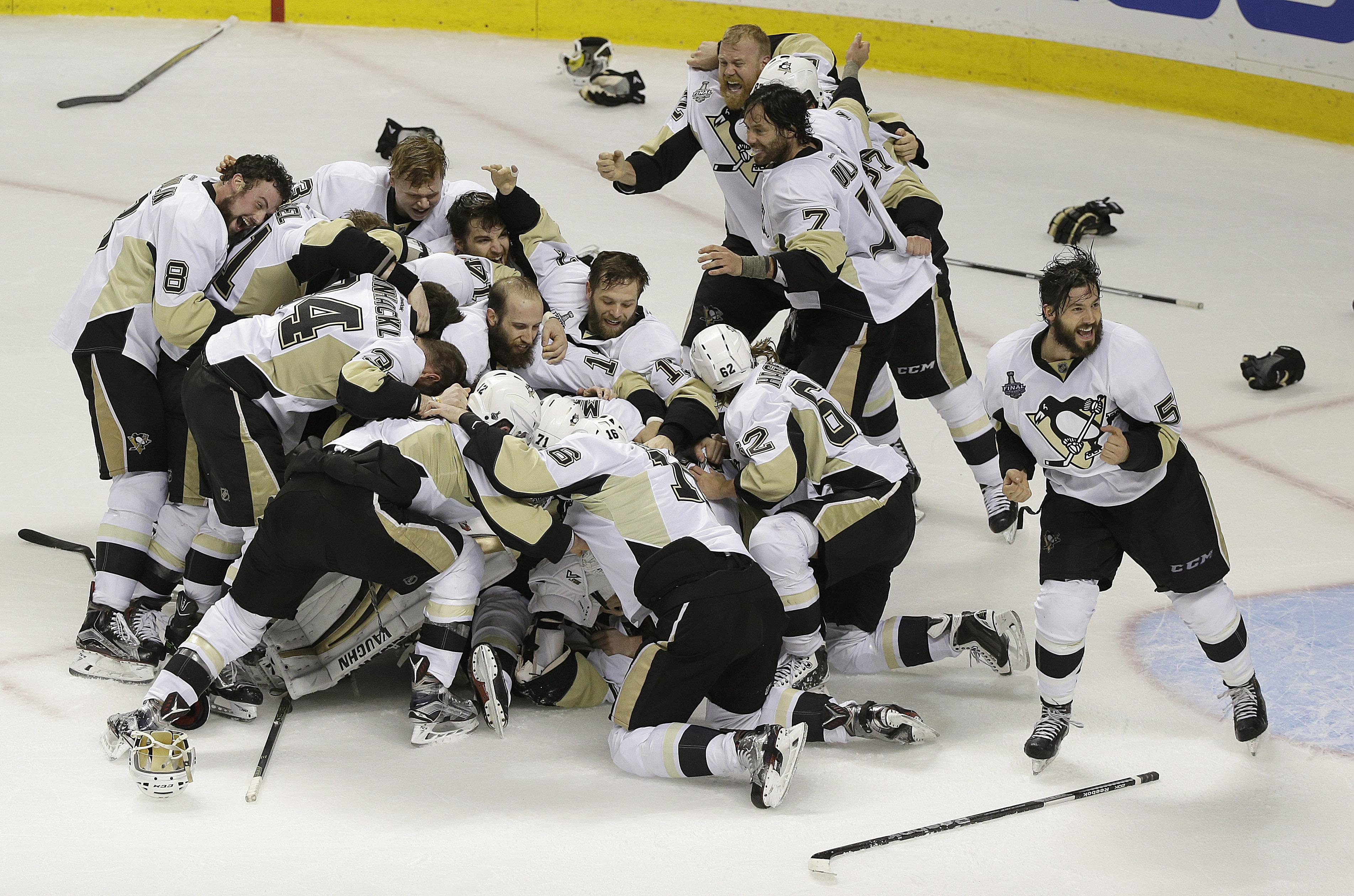 save off 27ba5 35a3e Pittsburgh Penguins beat San Jose Sharks 3-1 for 4th Stanley ...