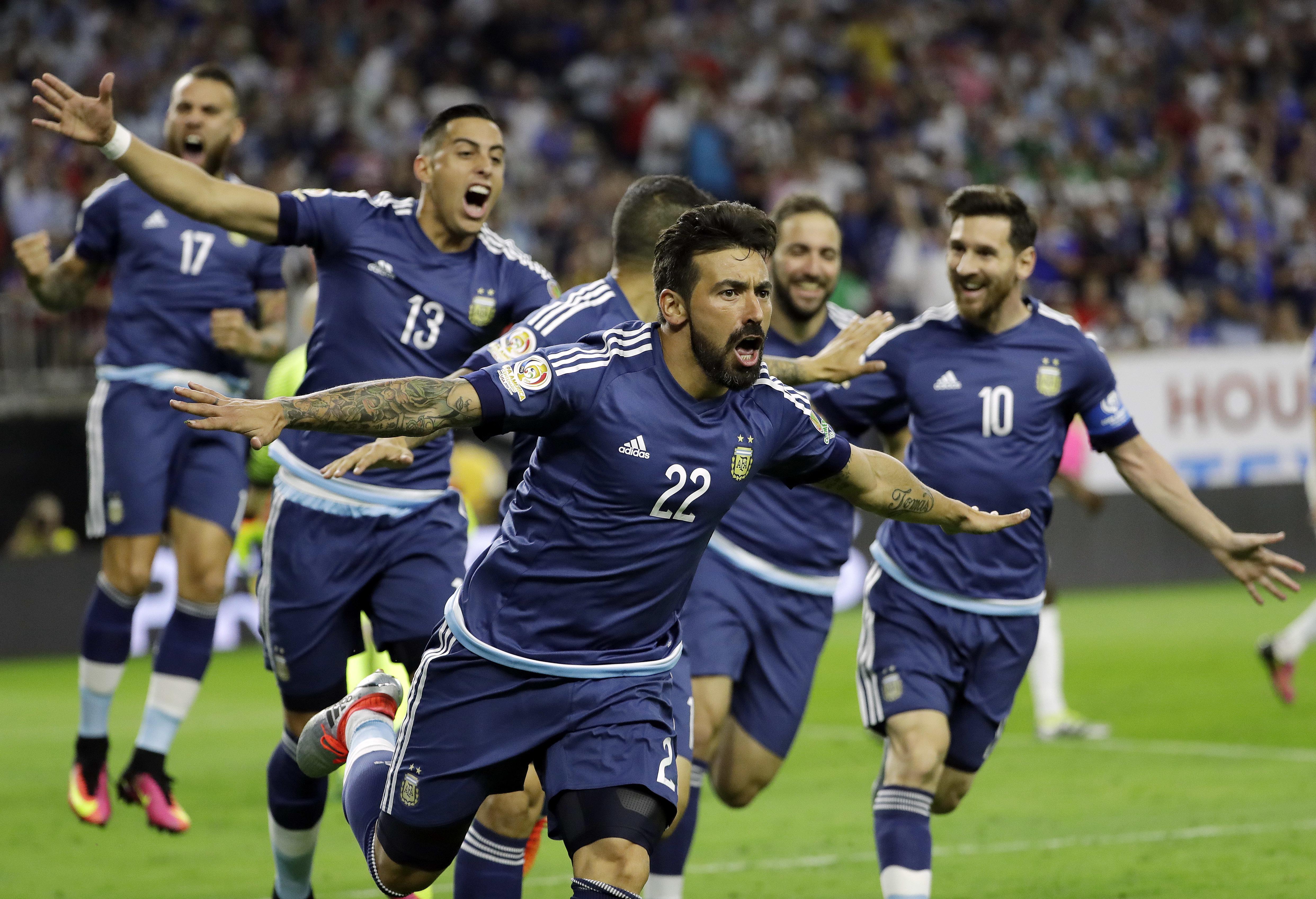 Argentina forward Ezequiel Lavezzi (22) celebrates his goal against the  United States during a 9bfb74ca3