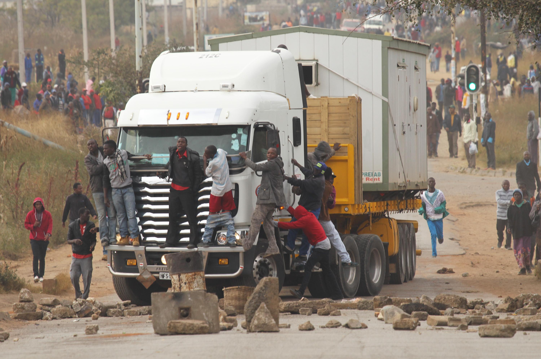 Police battle rioters in Zimbabwe's capital | The Spokesman