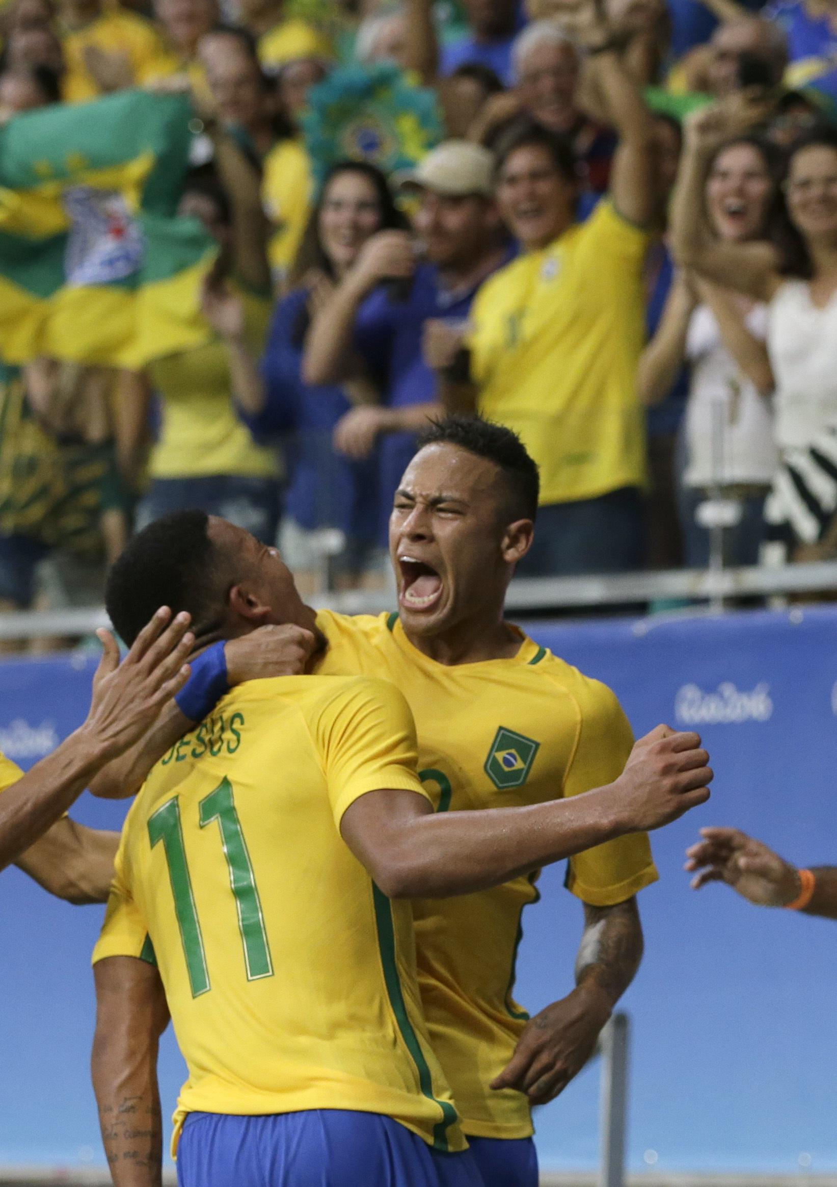 aff3682d7a496 Brazil hopes to feed off famed Maracana in soccer semifinal