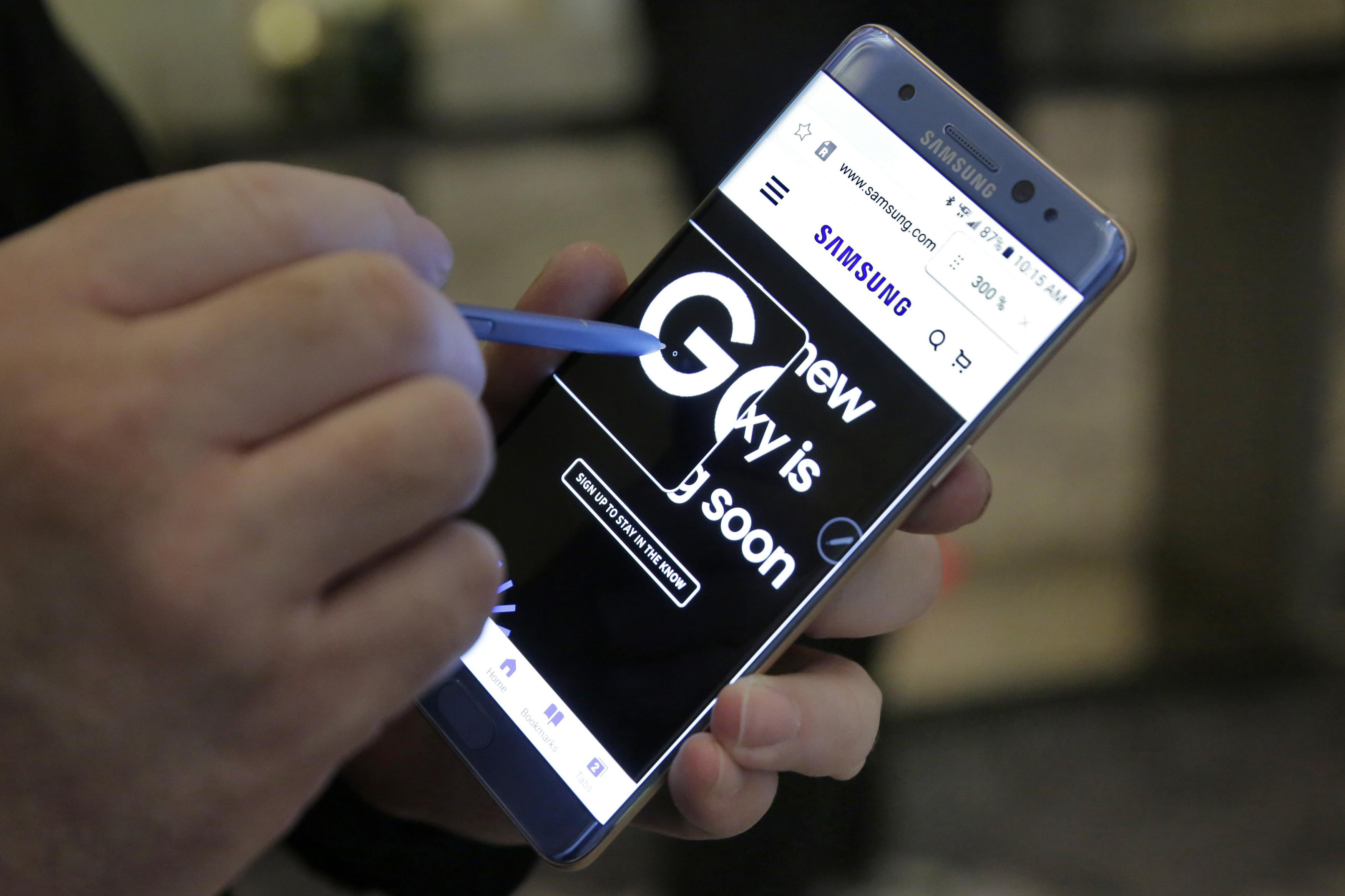 Samsung says 3 reports of China phone battery fire
