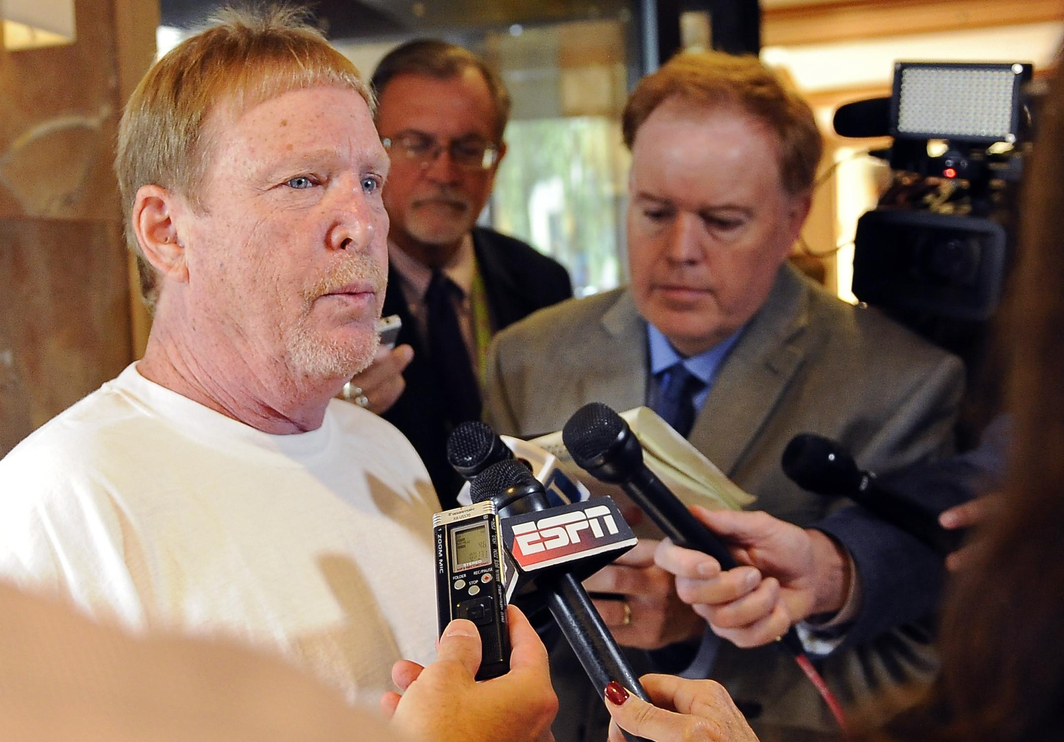 NFL Notes: Raiders owner Mark Davis makes presentation to