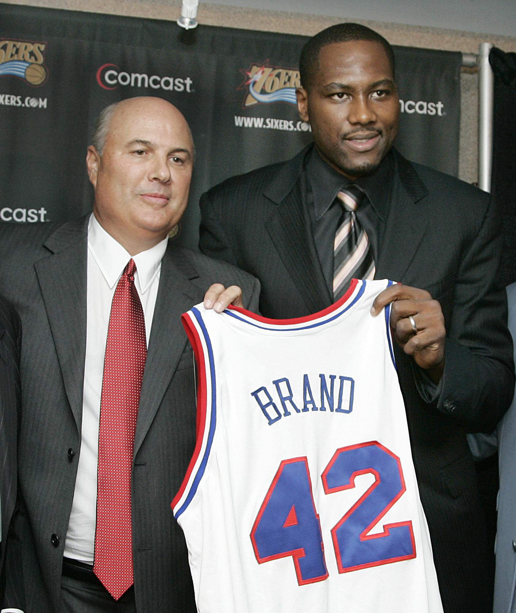 Newsmakers 76ers veteran Elton Brand announces retirement