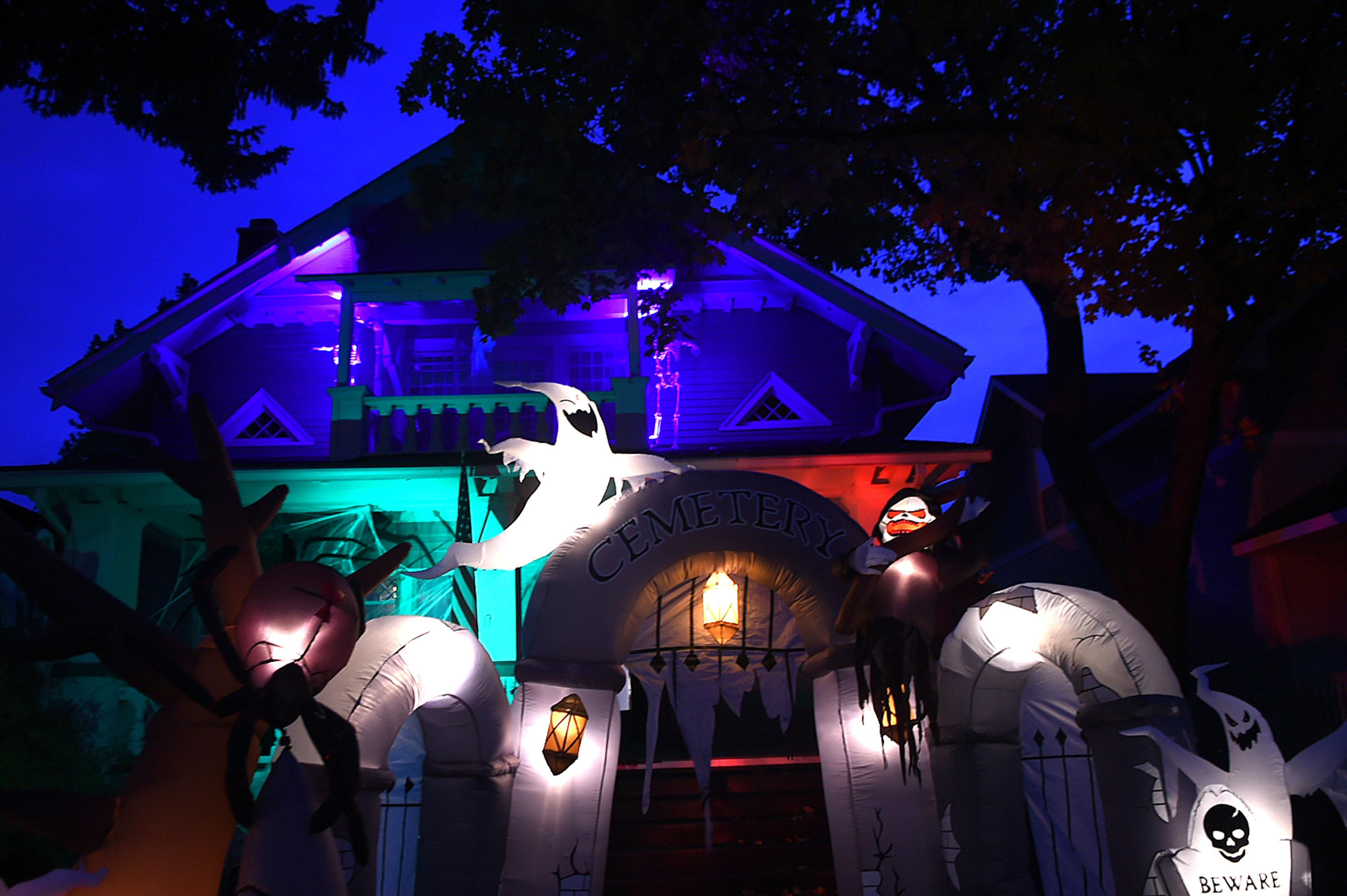 halloween fans go all in on the holiday the spokesman review