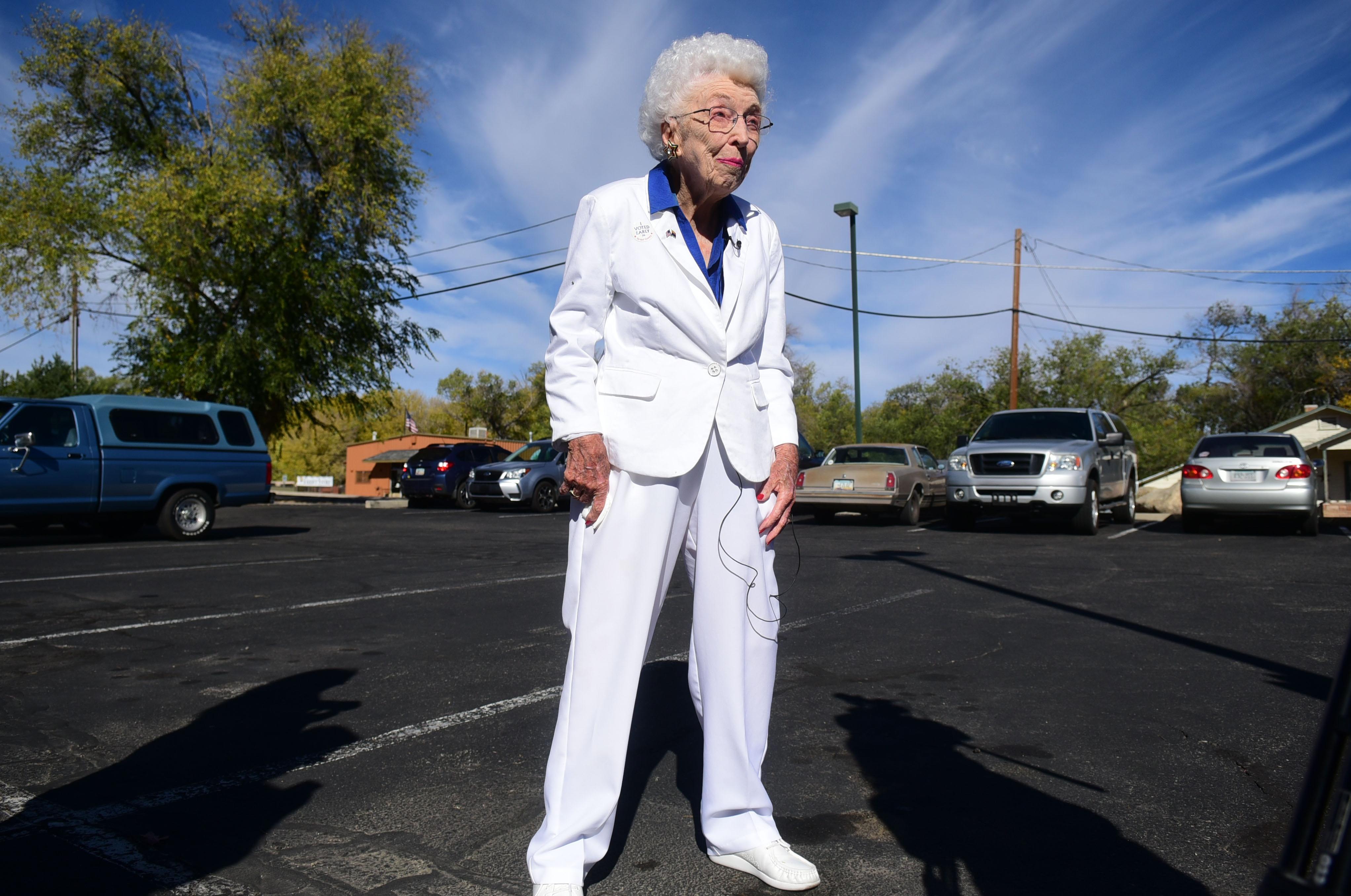 Arizona centenarian casts early vote for Hillary Clinton