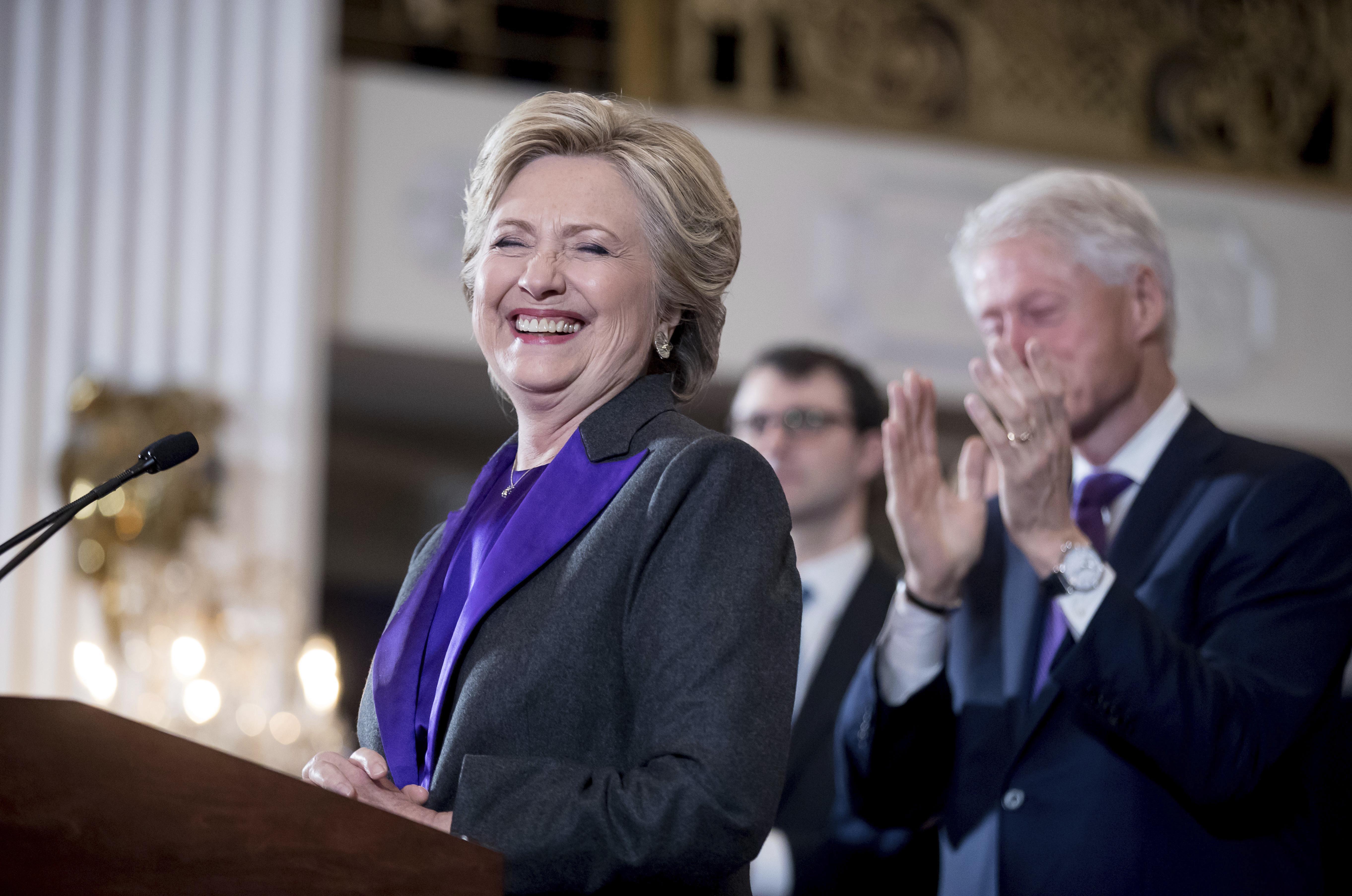 Jesse Jackson urges Obama to issue pardon for Clinton
