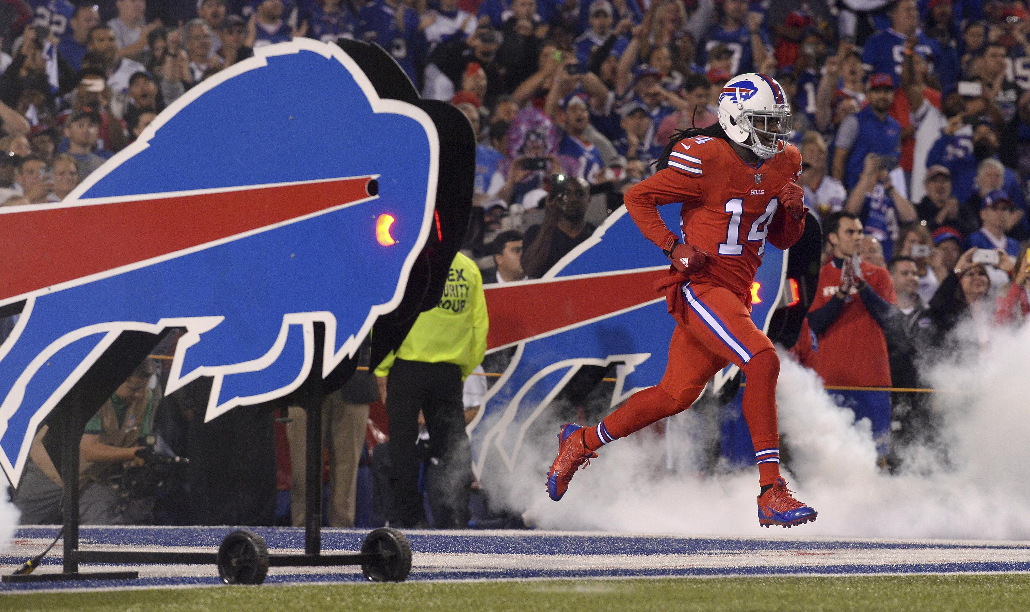 Watkins held out of practice due to sore foot; Bills sign TE/QB