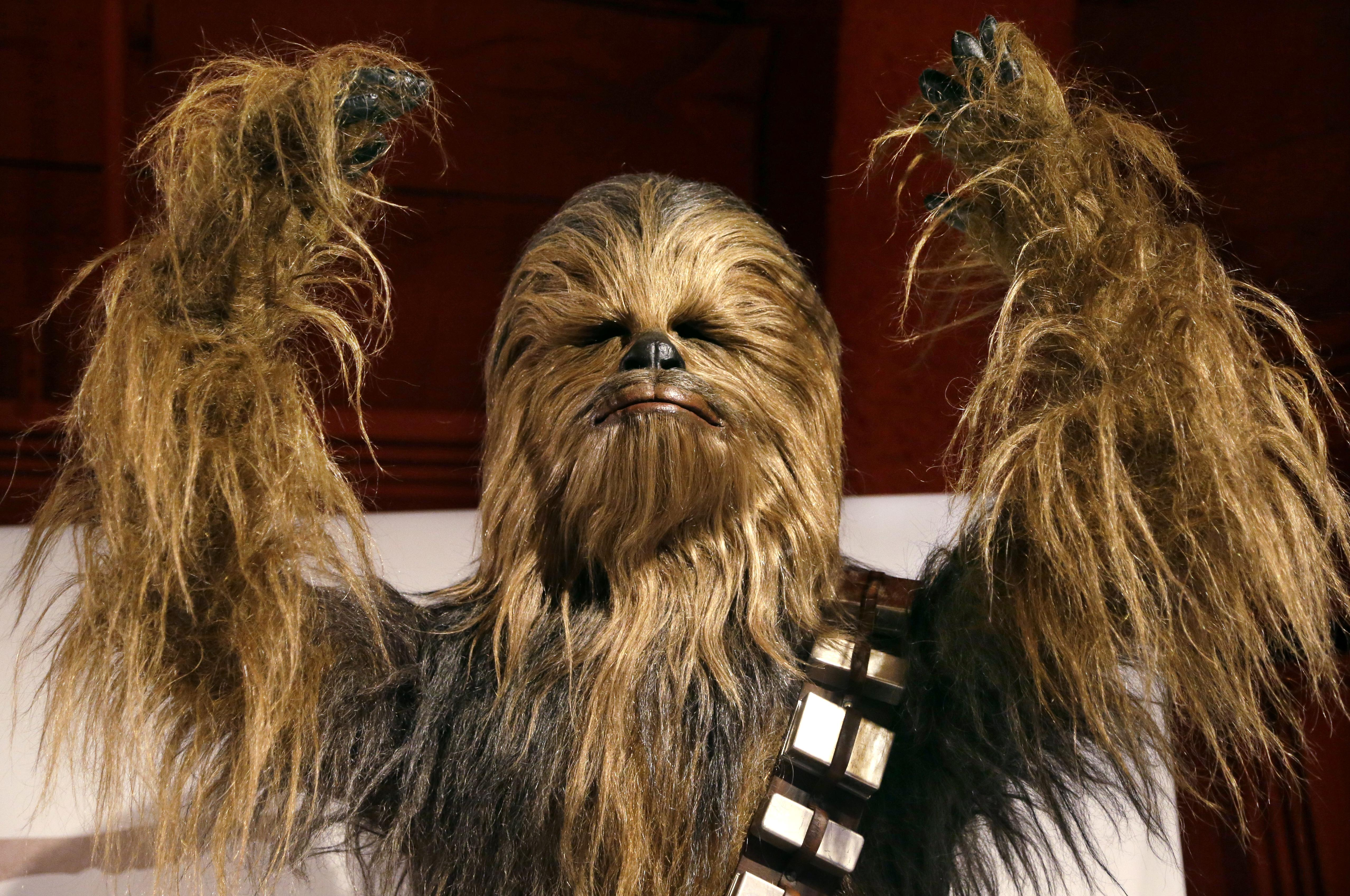chewbacca singing silent night yes please elaine thompson - What Do You Get A Wookie For Christmas