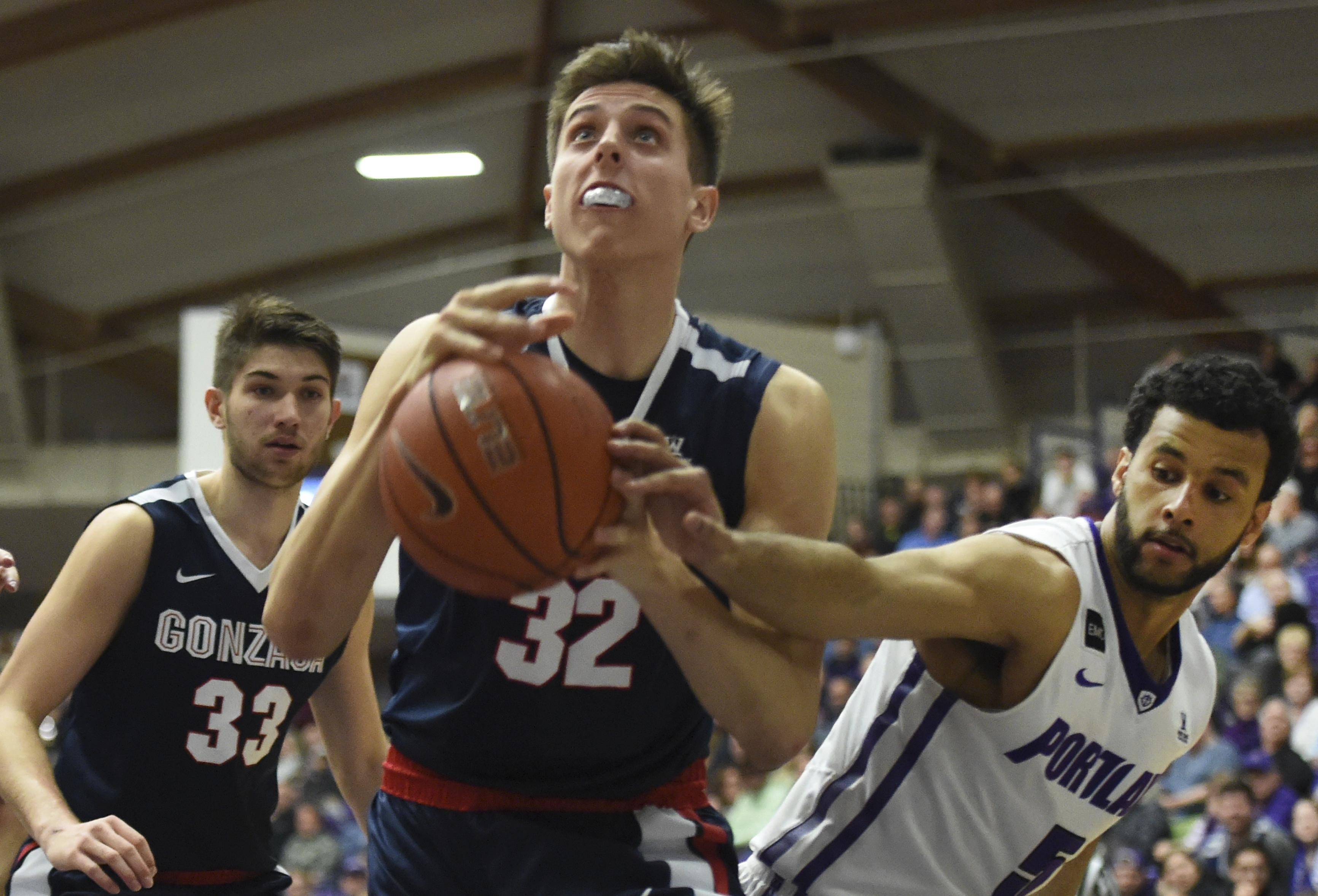 Gonzaga Forward Zach Collins Drives To The Basket In Portland Monday Jan 23