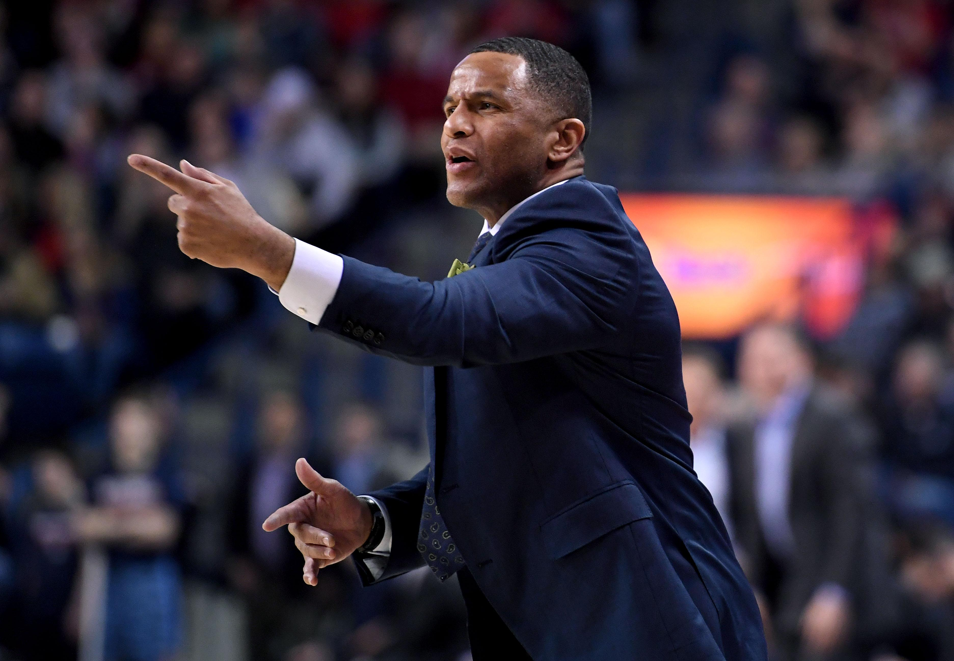 Damon Stoudamire sees view from other side as Pacific s head coach