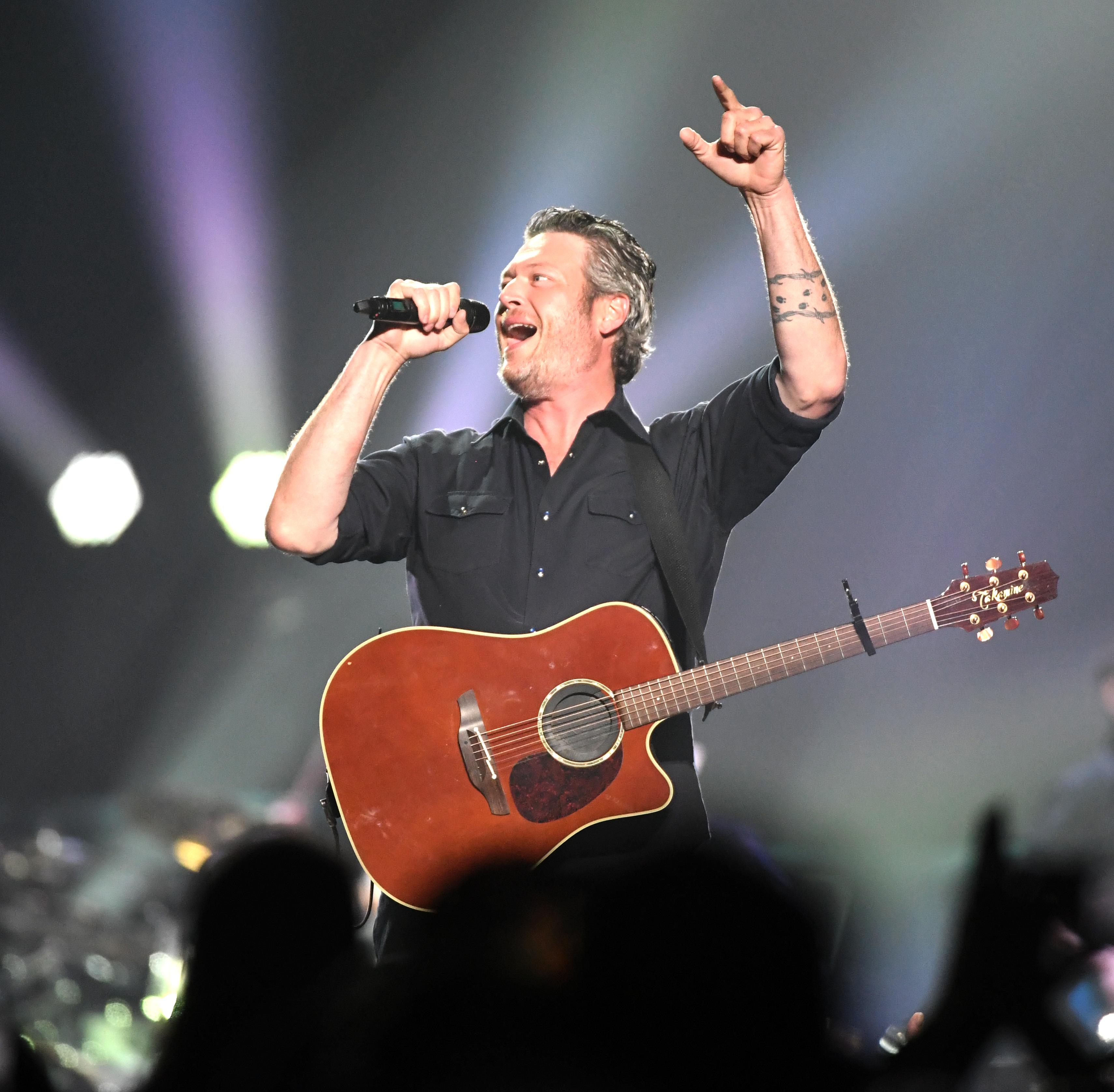 Concert Review Blake Sheltons Voice Shines Brightest At Arena Show