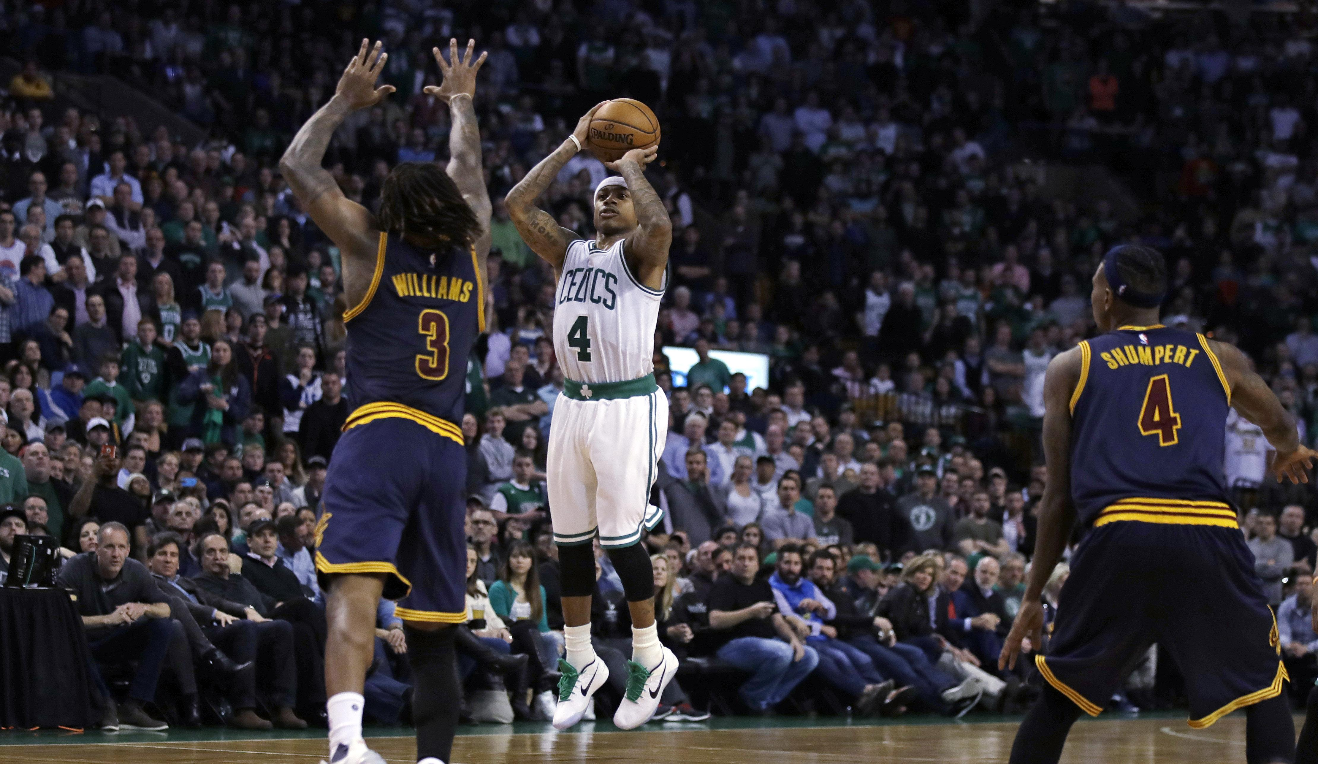 9b5343d70976 Boston Celtics guard Isaiah Thomas (4) hits a 3-pointer in the final