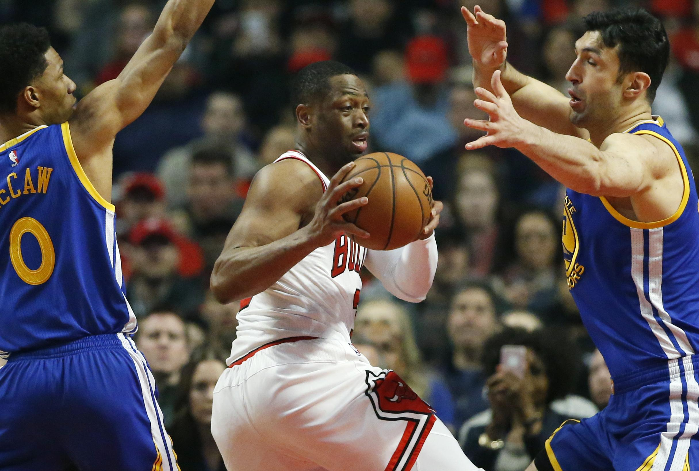 51a7c93c4410 NBA Capsules  Bulls top Golden State in Warriors  1st game without ...