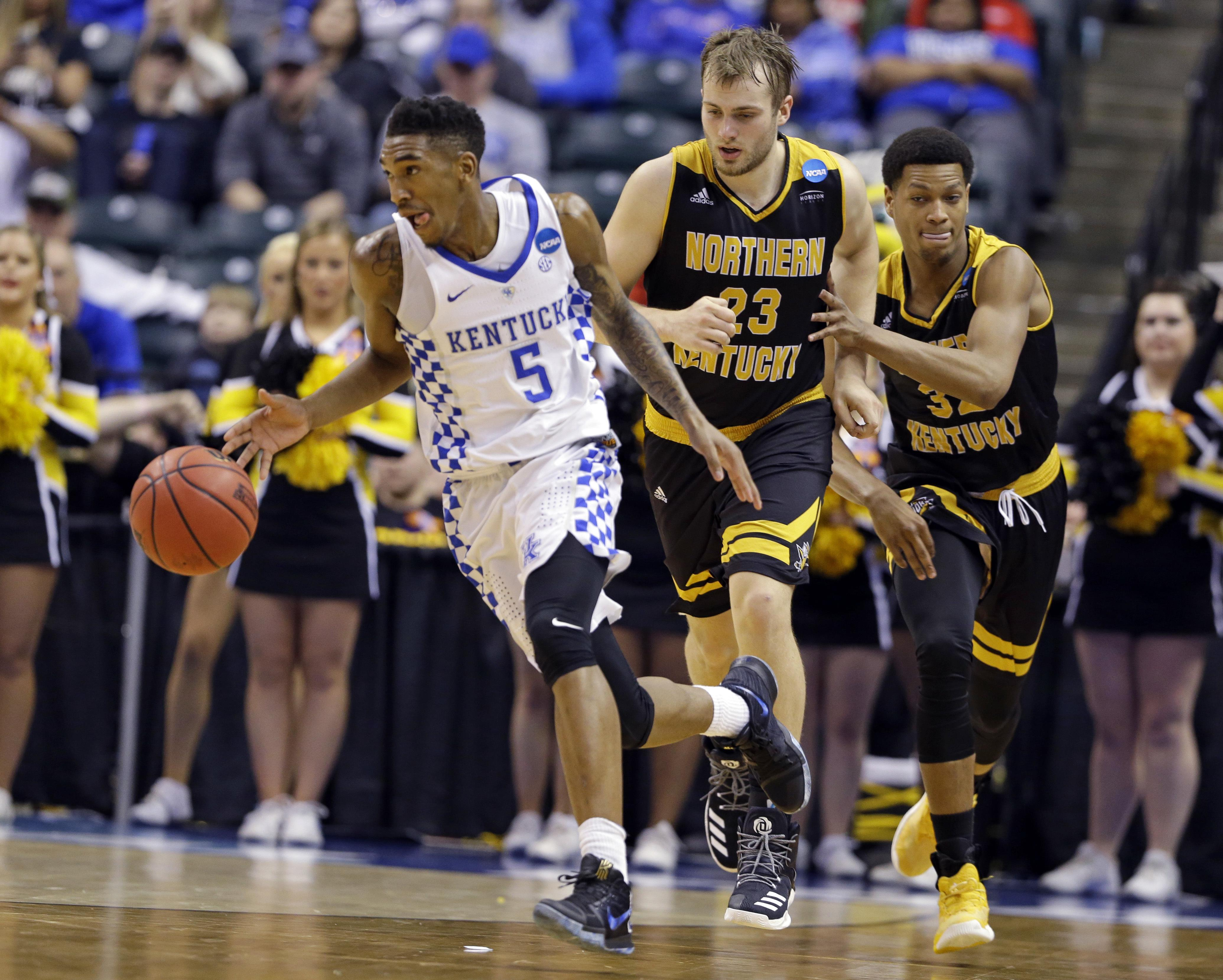 60f99ffefdb Kentucky guard Malik Monk (5) is chased by Northern Kentucky forward Carson  Williams (