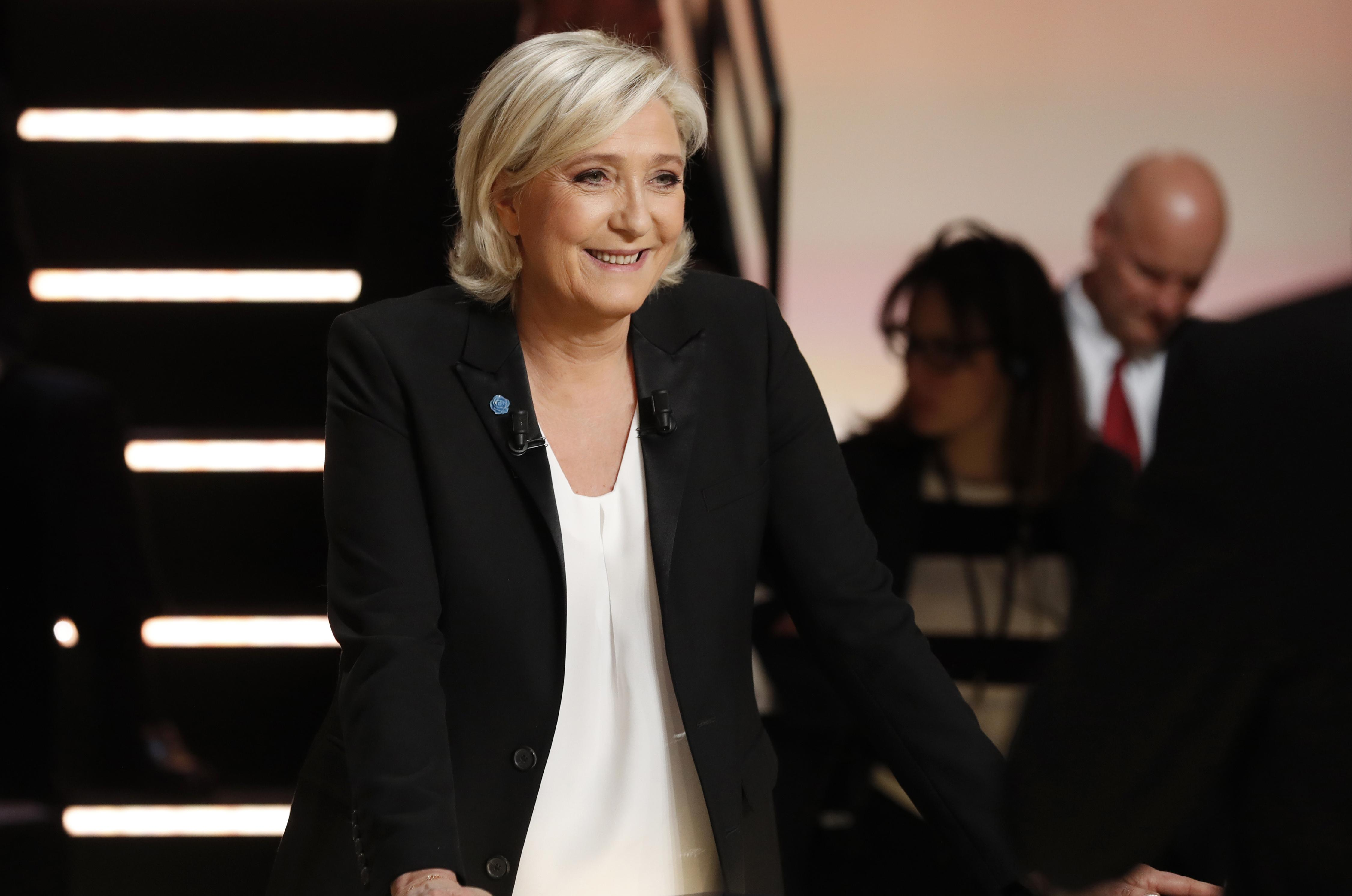 Far-right French candidate Le Pen to visit Moscow as Russia lauds