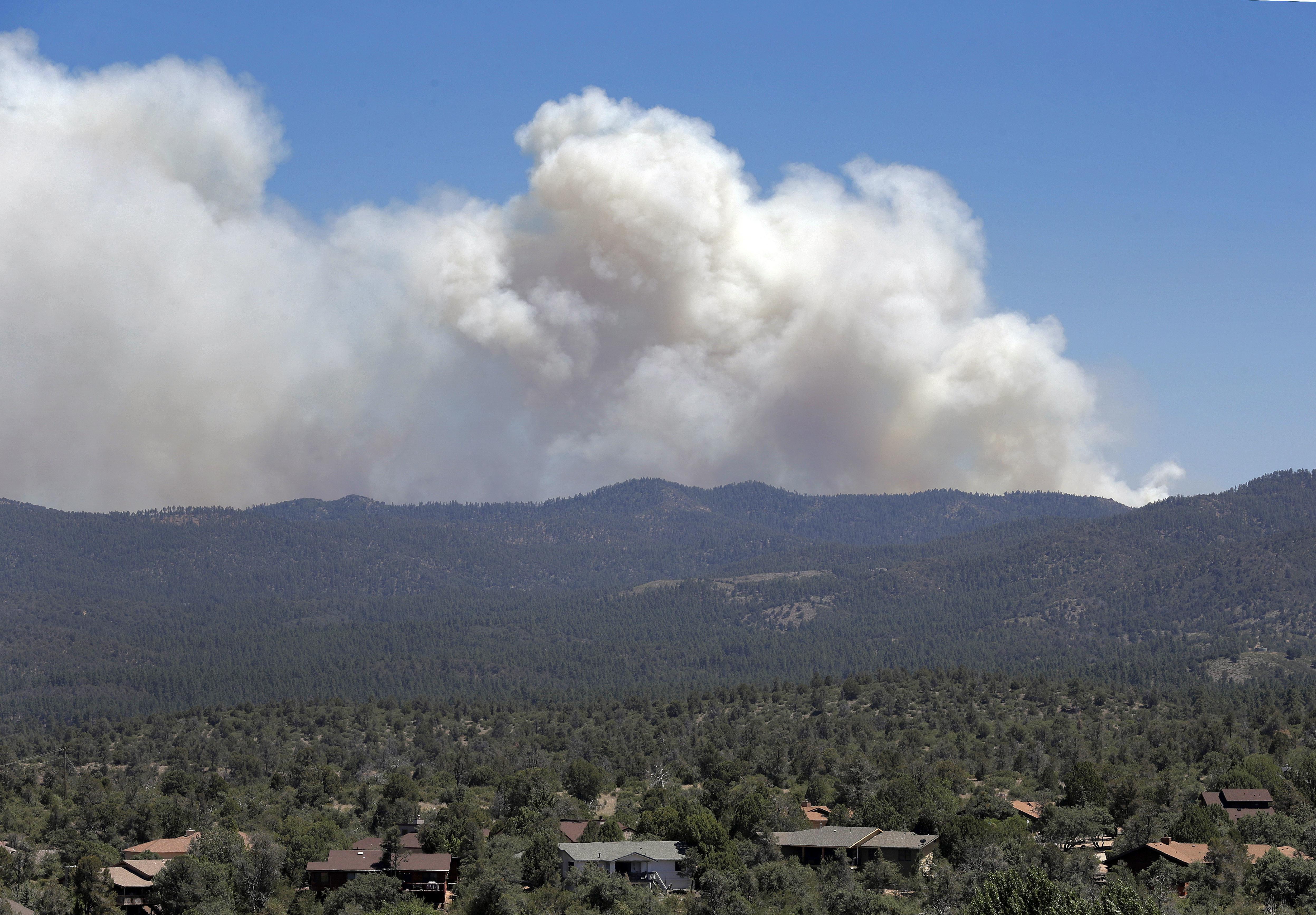 Arizona yavapai county dewey - Thousands In Arizona Flee Flames As Wildfires Sweep West The Spokesman Review