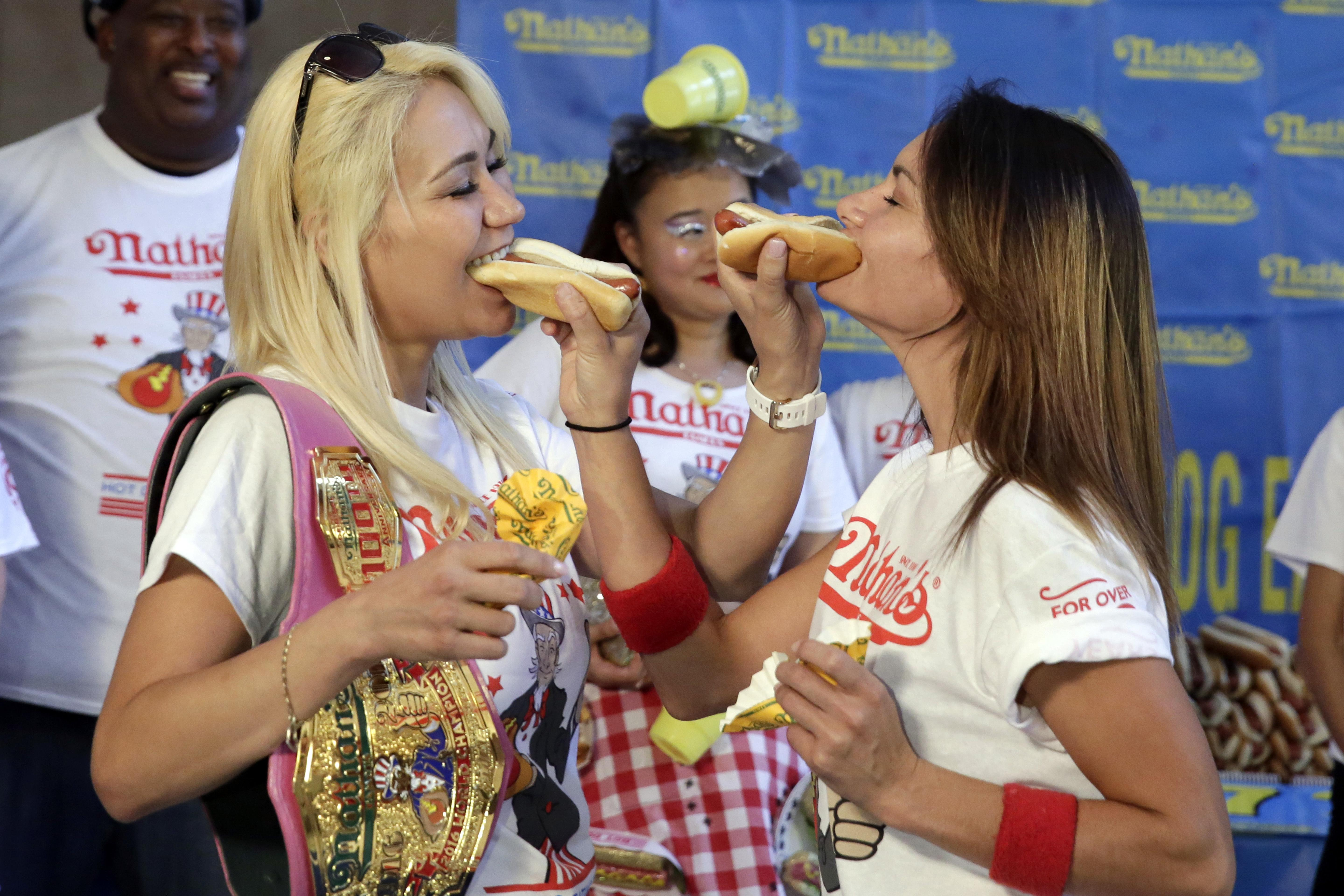 Best Record Of Hot Dog Eating