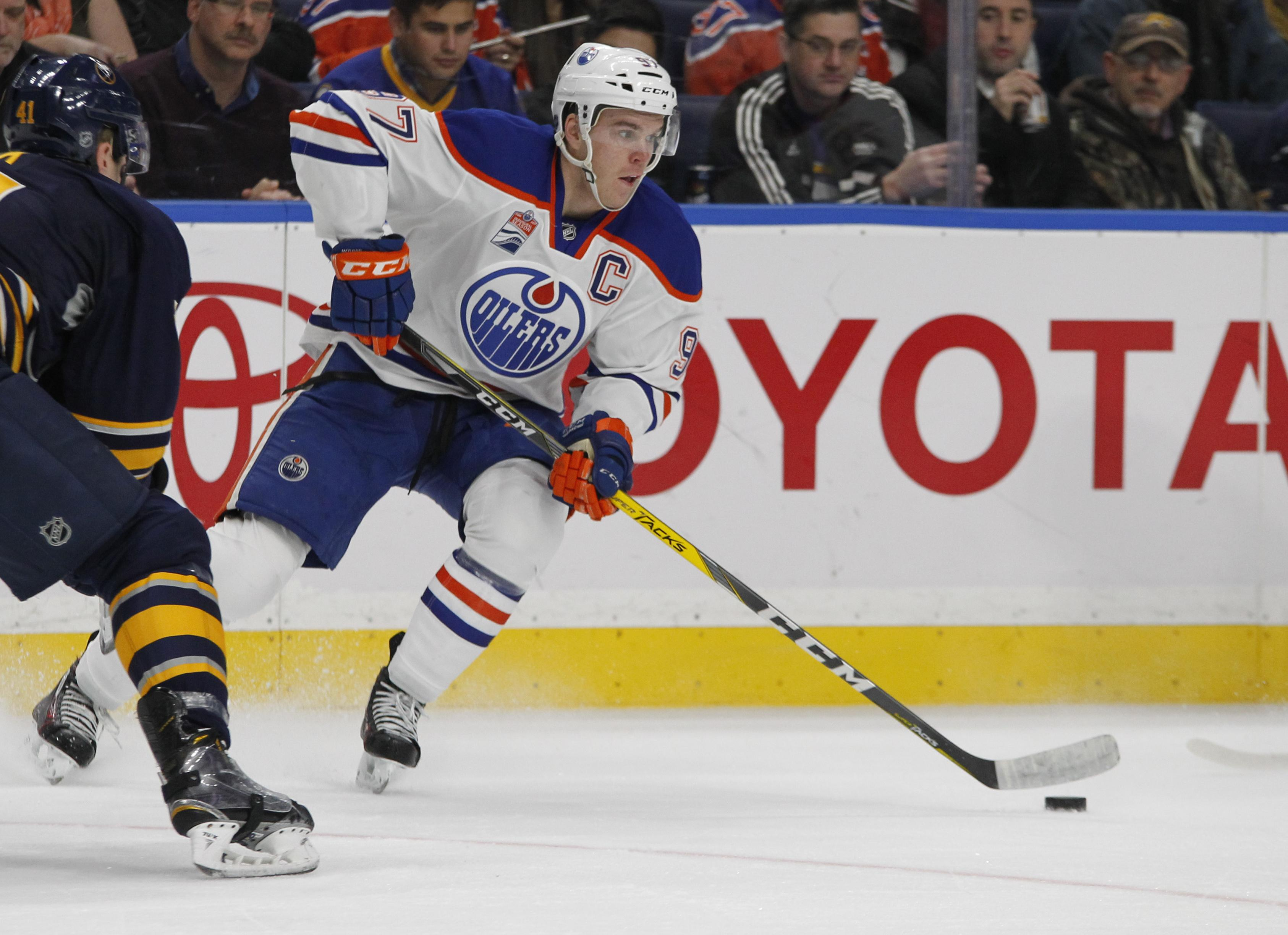 8b0aff77c0a Oilers sign star Connor McDavid to 8-year