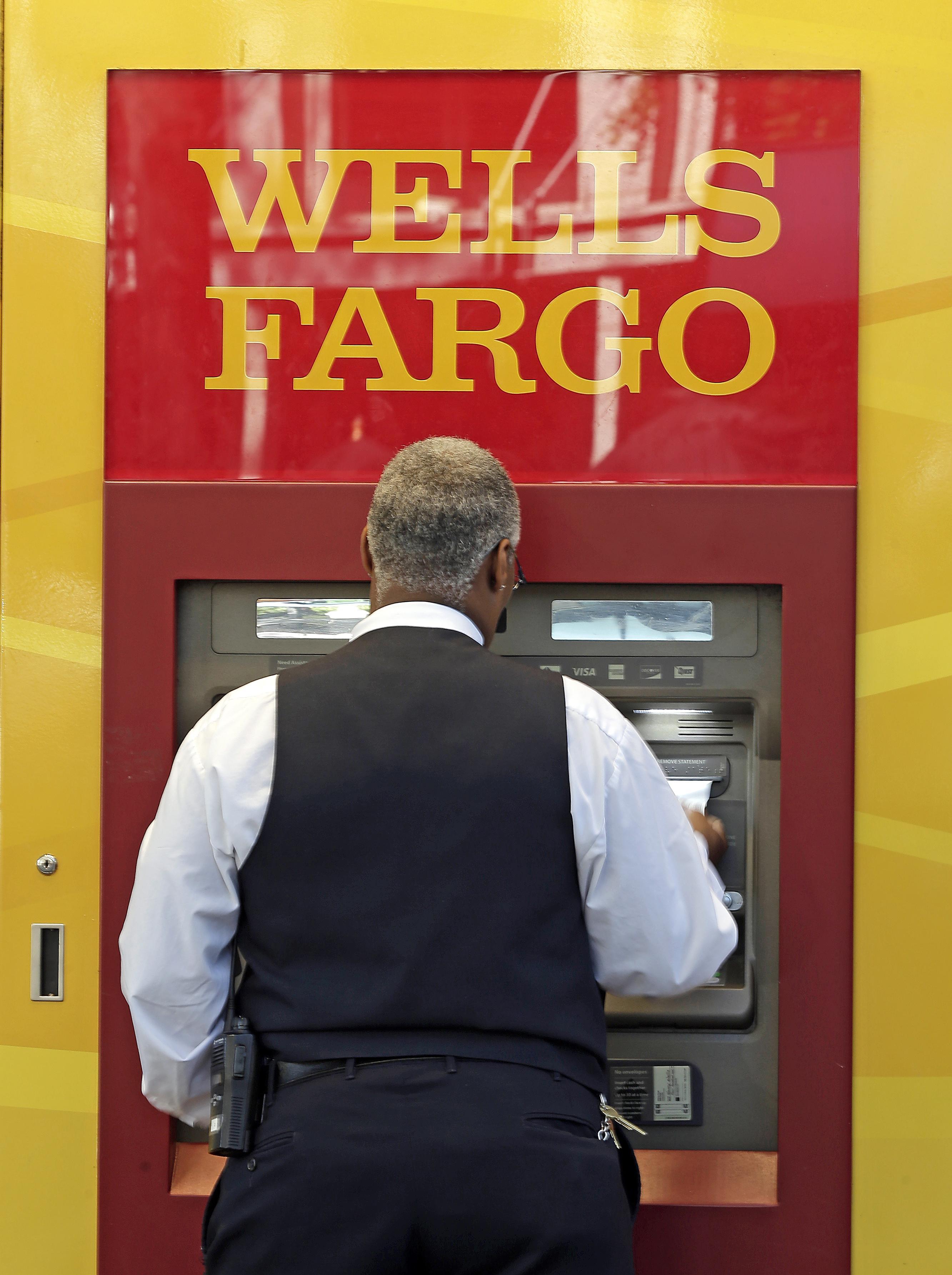 Wells Fargo's 2Q profit rises along with interest rates