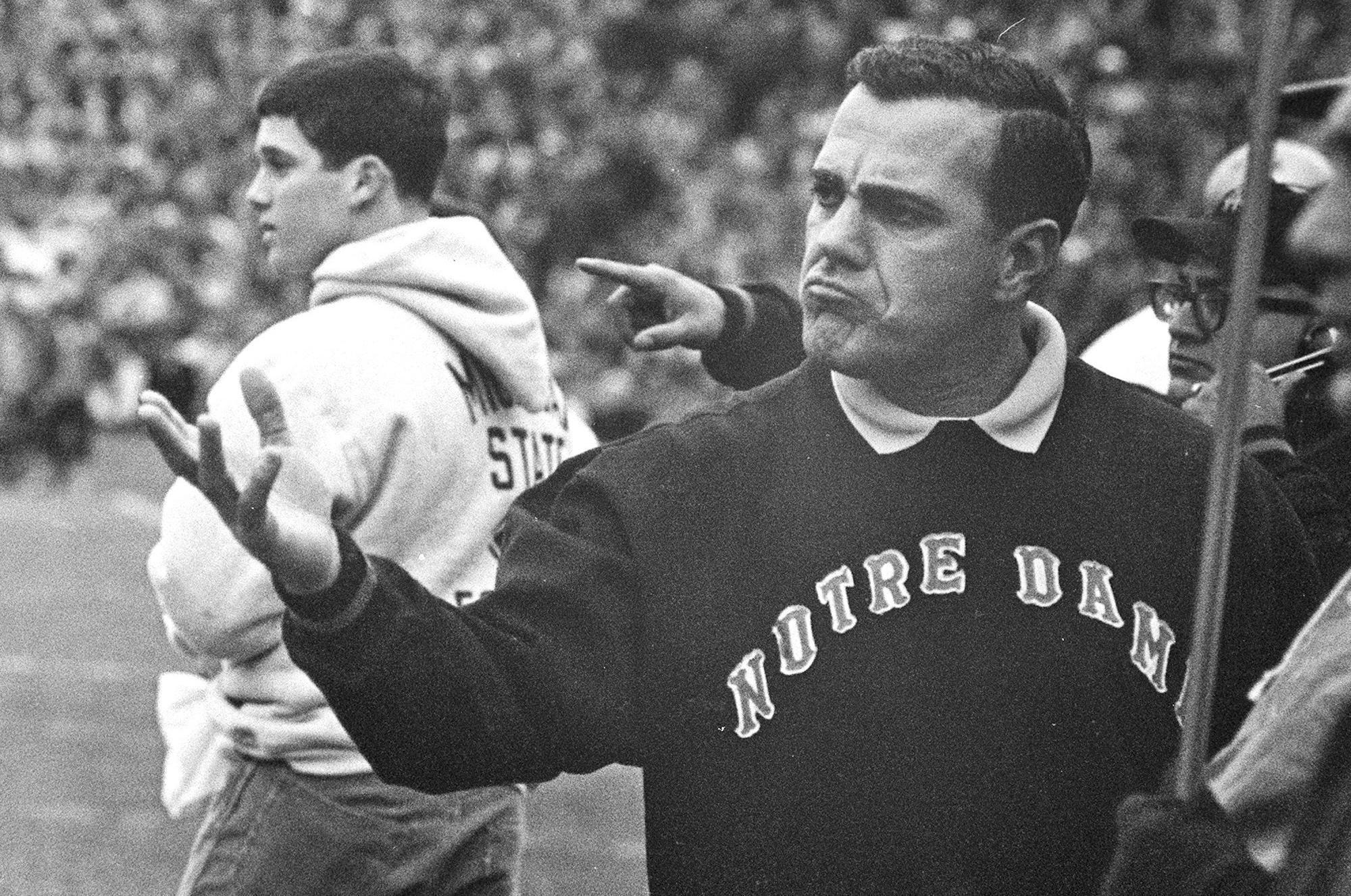 55e2cc1d4 Notre Dame football coaching legend Ara Parseghian dies at 94