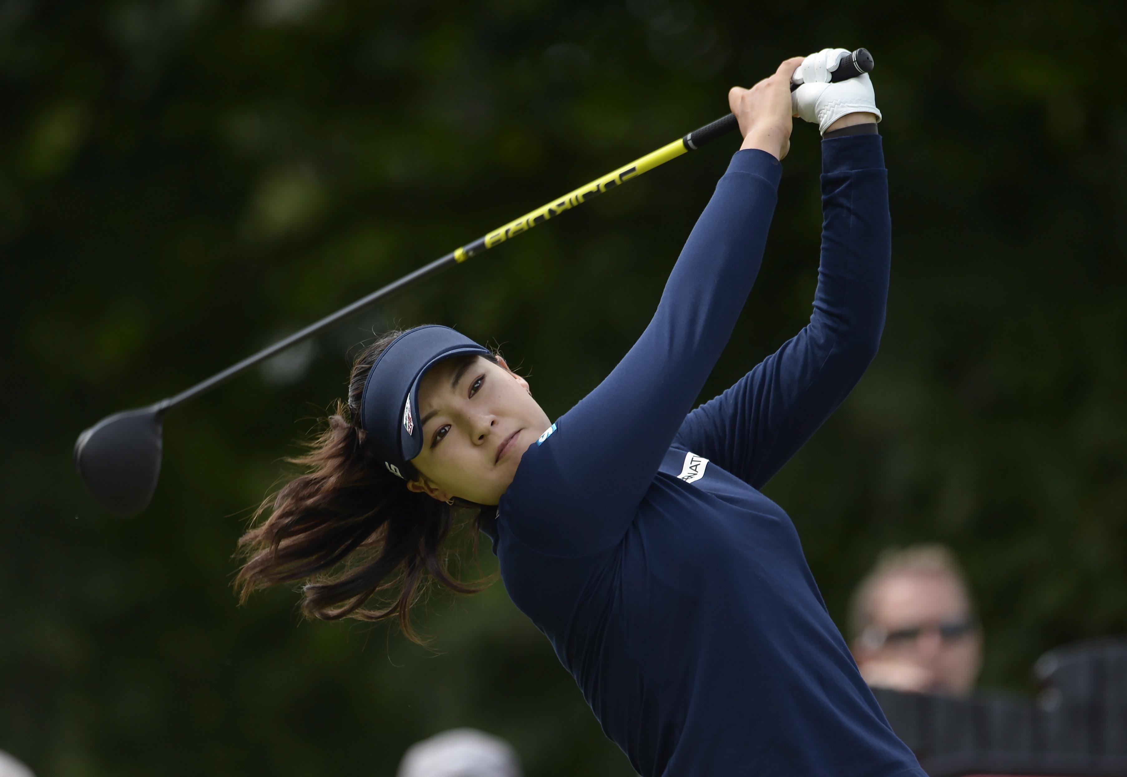 In Gee Chun Leads In Portland  Brooke Henderson Shot Back