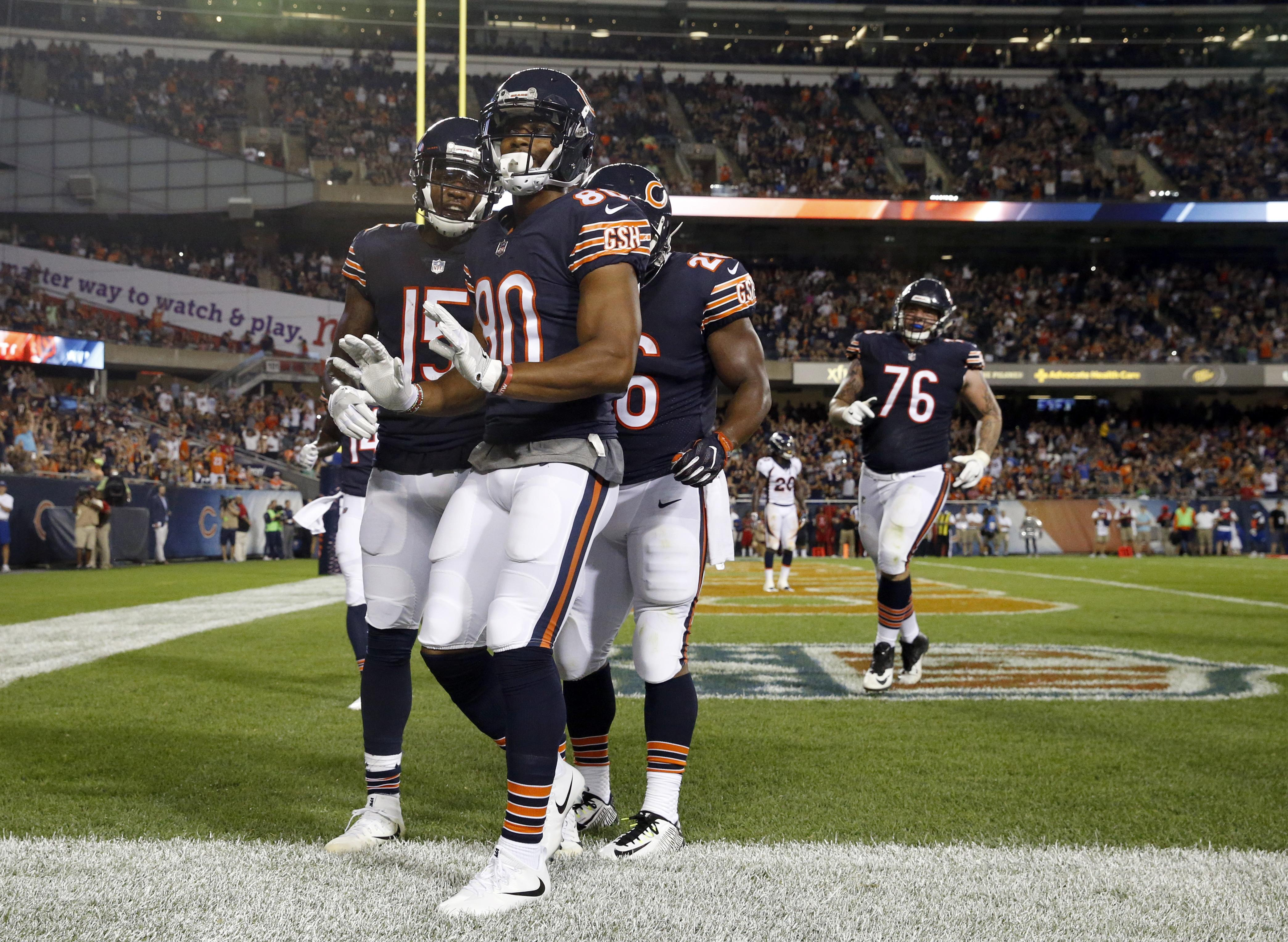 2c31e027c02 Wide receiver Victor Cruz (80), celebrating a touchdown with his teammates  during an