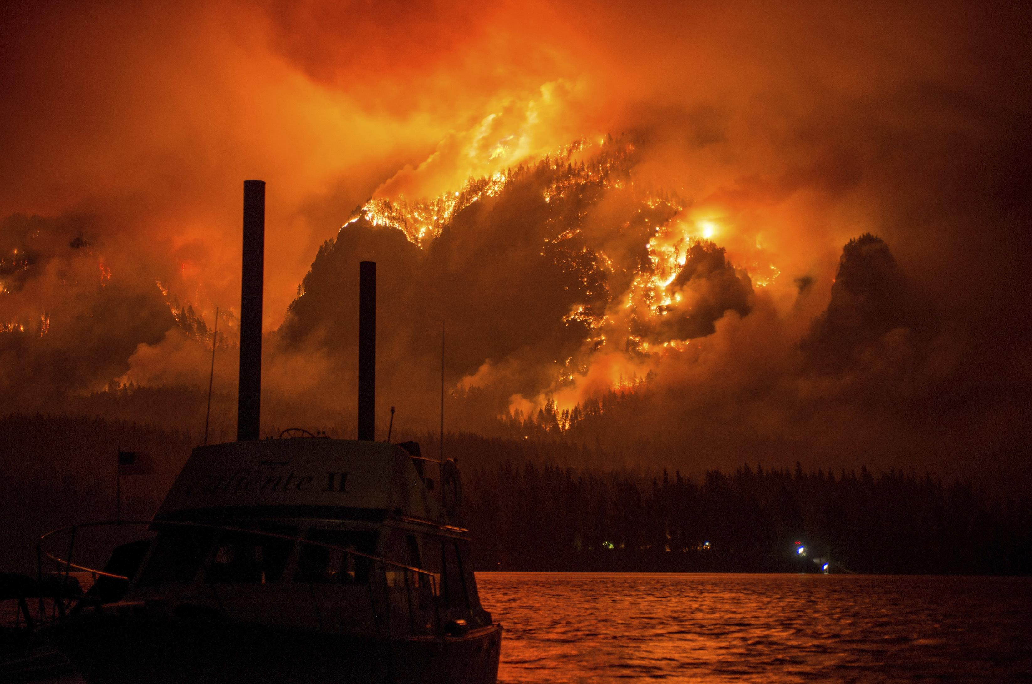 Fire or volcano? Oregon blaze sparks eruption comparisons | The