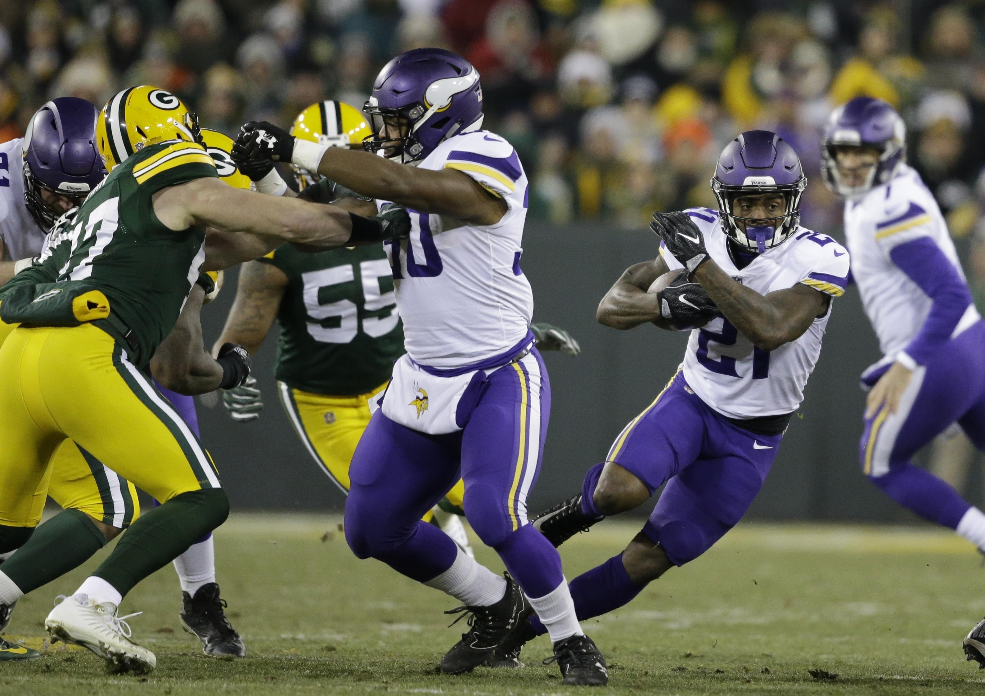 5ae0cfa0d Minnesota Vikings  Jerick McKinnon runs during the first half of a game  against the Green