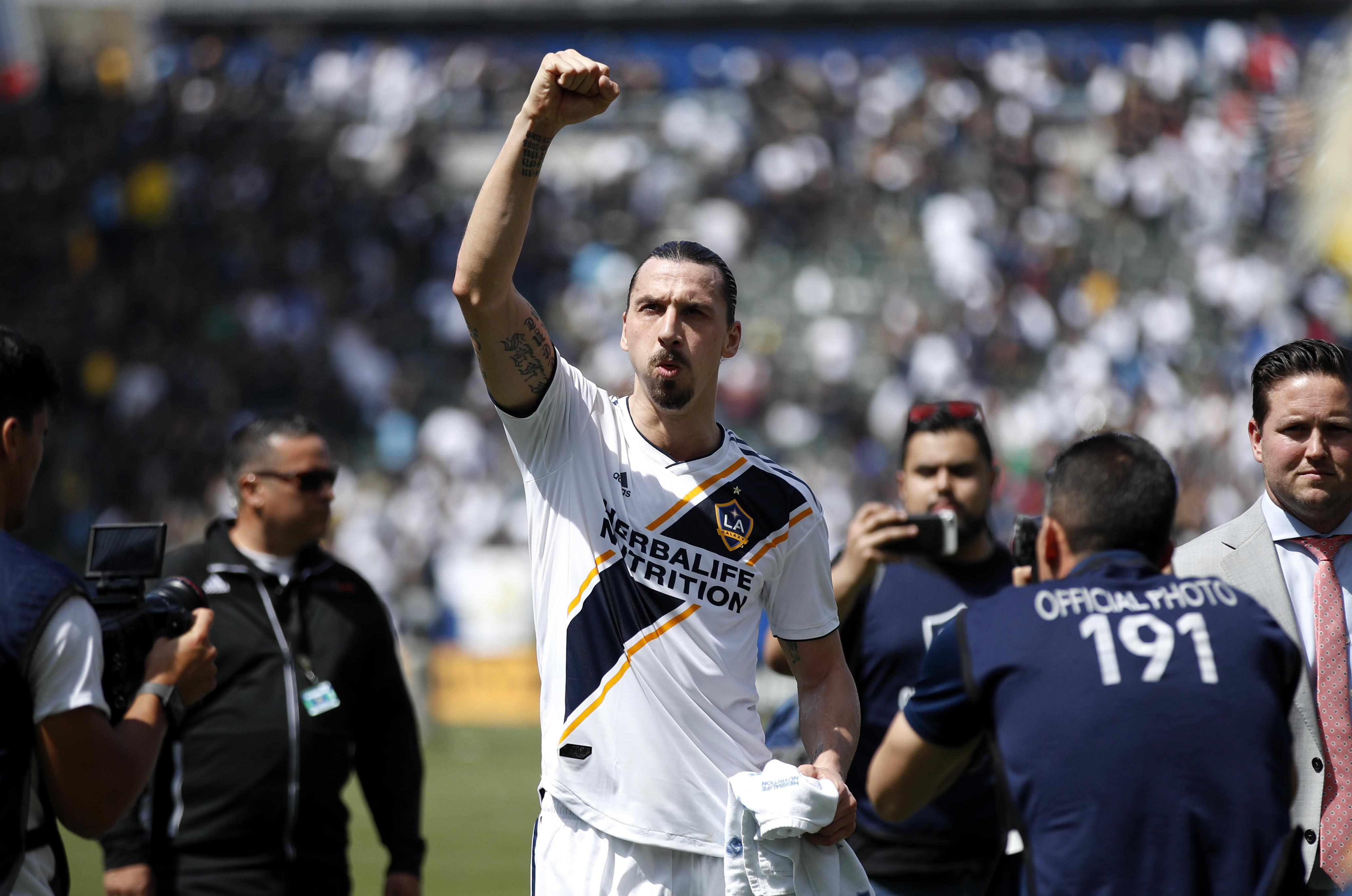 31d02a3b19d Los Angeles Galaxy's Zlatan Ibrahimovic, of Sweden, acknowledges the fans  as he walks off